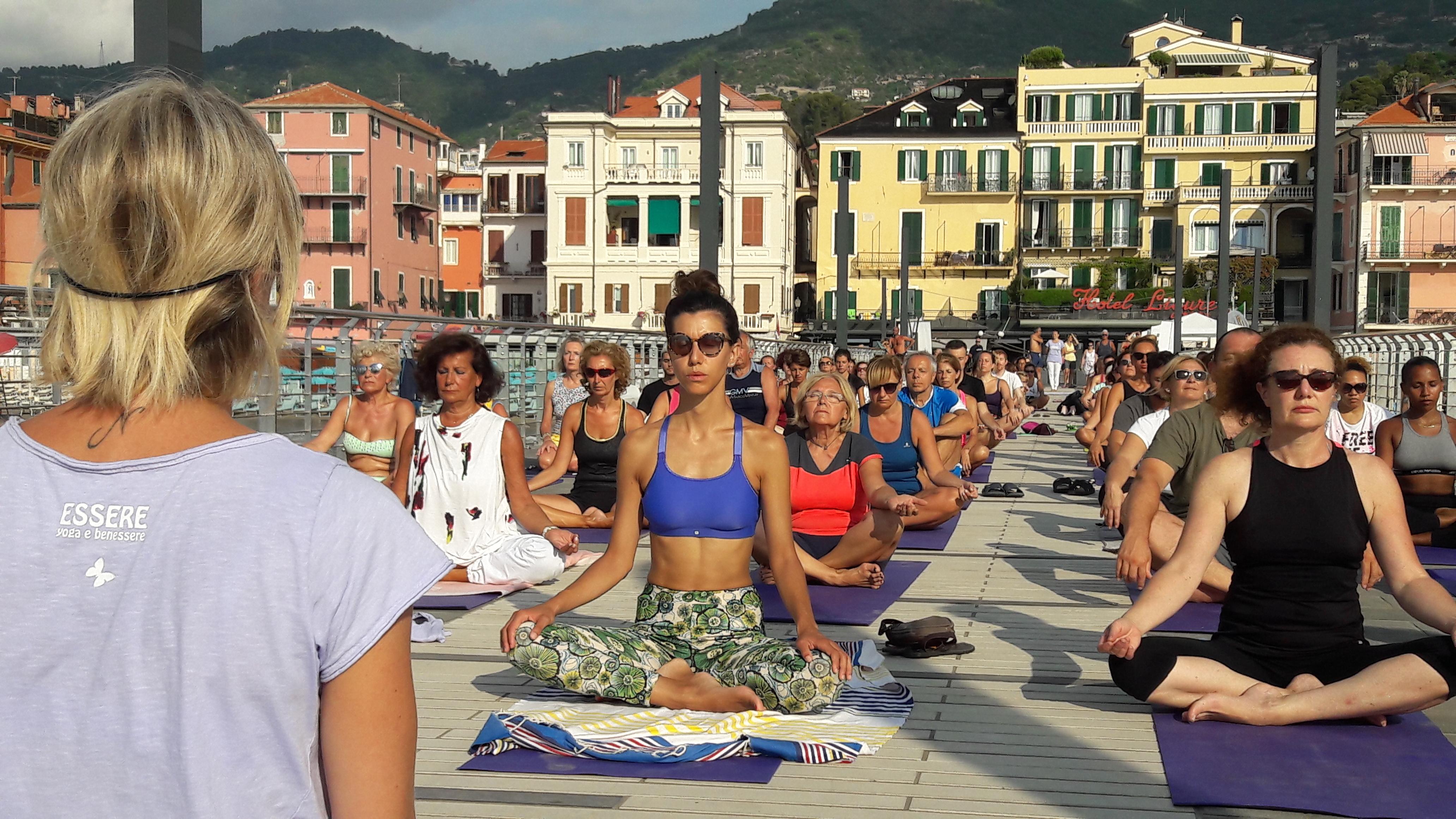 1_essere-free-yoga-gratuito-benessere-per-tutti-village-citta-alassio-estate-lucia-ragazzi-summer-town-wellness-107
