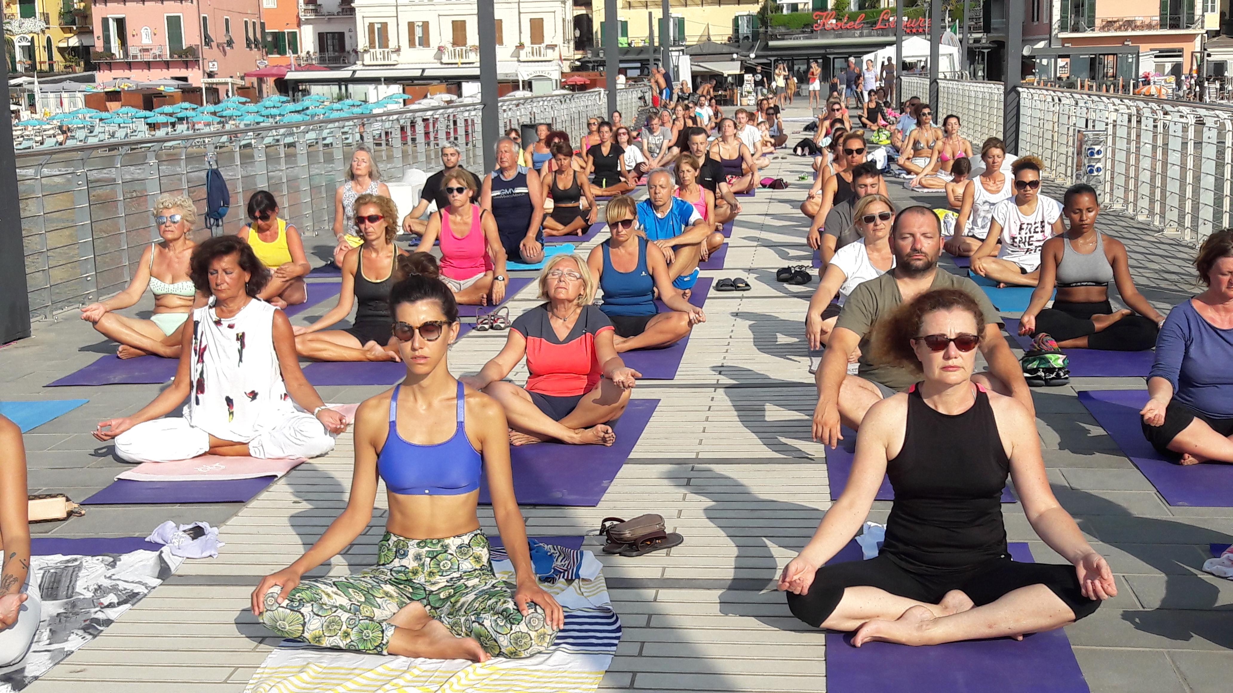 1_essere-free-yoga-gratuito-benessere-per-tutti-village-citta-alassio-estate-lucia-ragazzi-summer-town-wellness-110