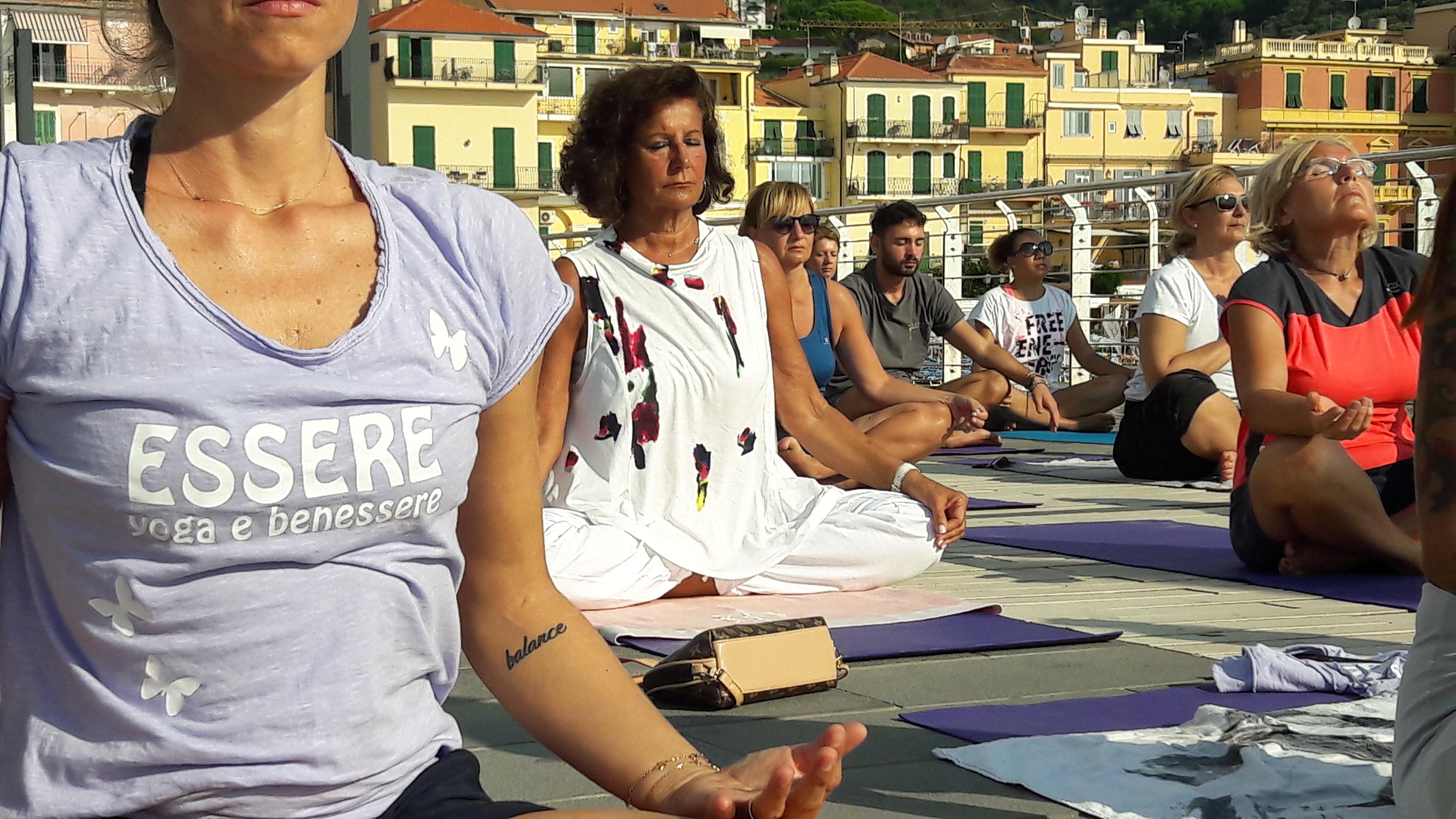 1_essere-free-yoga-gratuito-benessere-per-tutti-village-citta-alassio-estate-lucia-ragazzi-summer-town-wellness-113