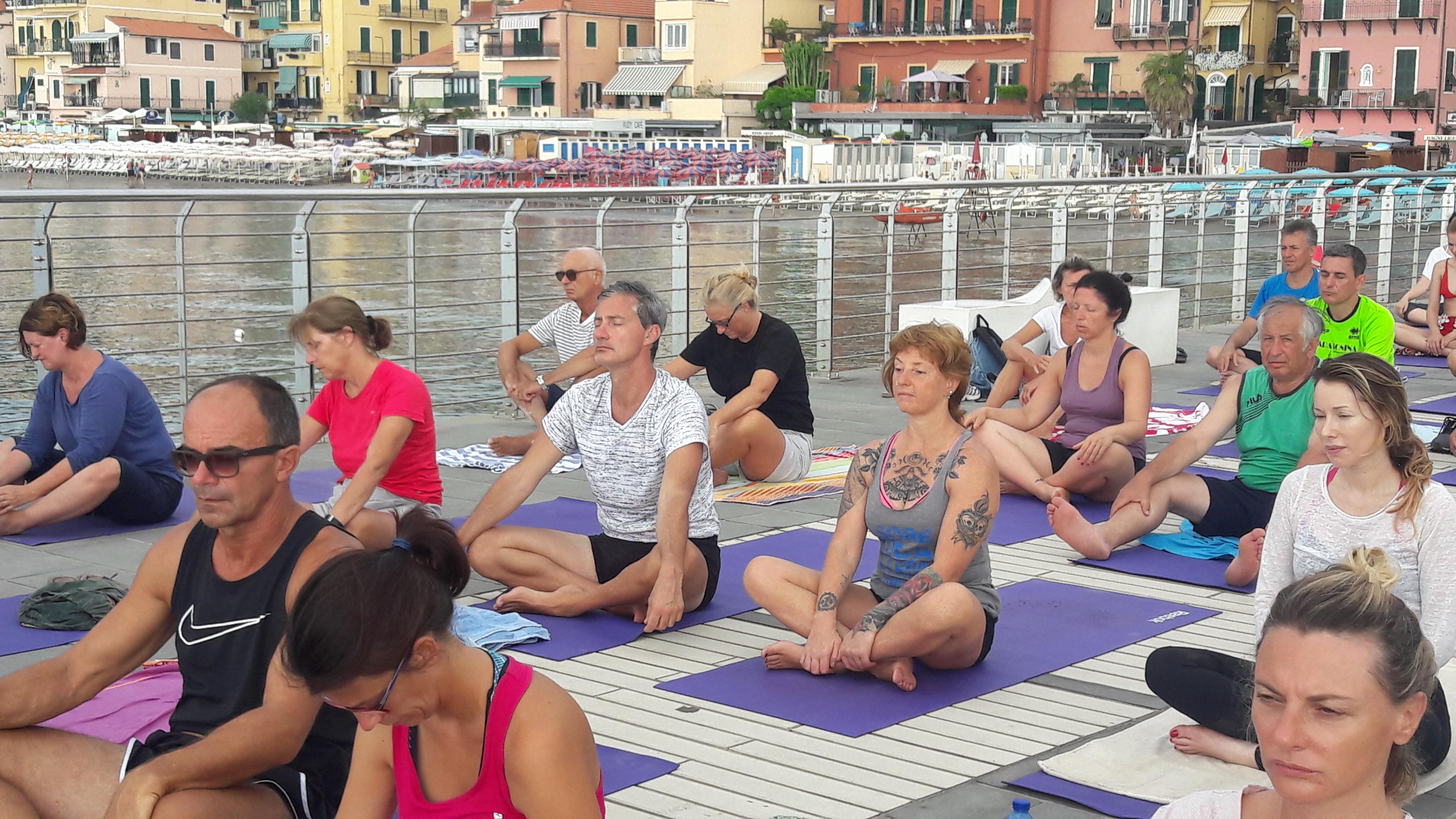 essere-free-yoga-gratuito-benessere-per-tutti-village-citta-alassio-estate-lucia-ragazzi-summer-town-wellness-46