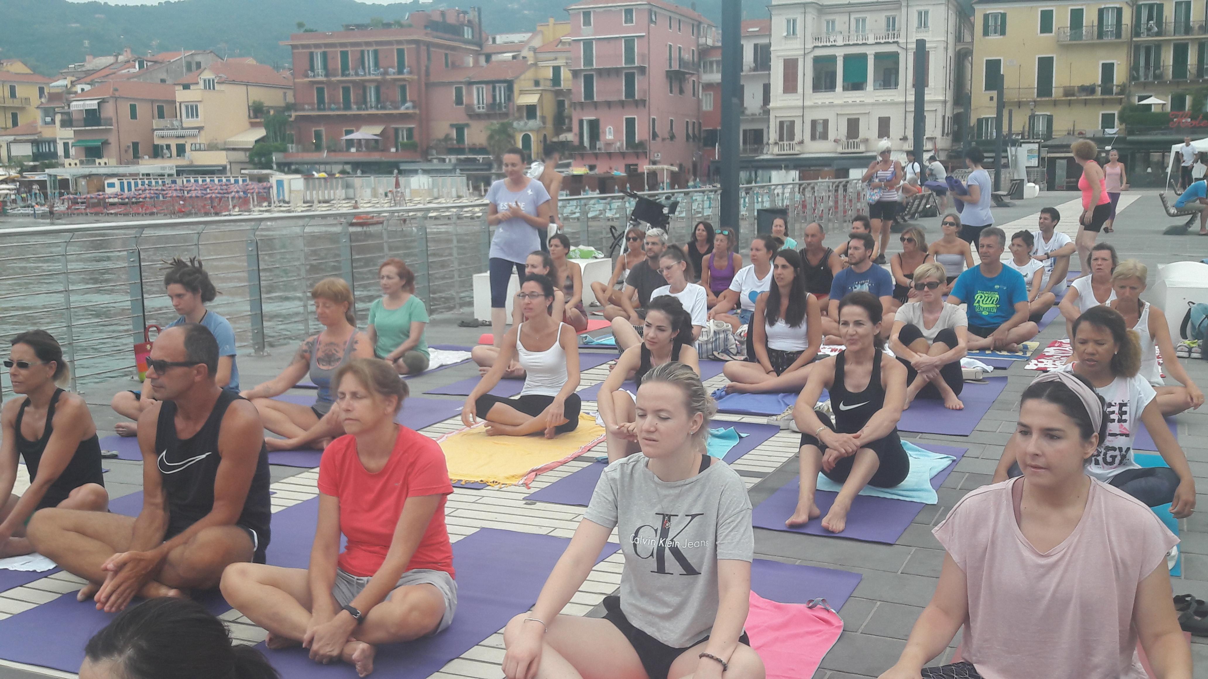 essere-free-yoga-gratuito-benessere-per-tutti-village-citta-alassio-estate-lucia-ragazzi-summer-town-wellness-53