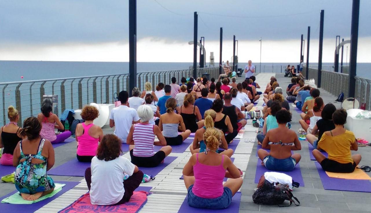 essere-free-yoga-gratuito-benessere-per-tutti-village-citta-alassio-estate-lucia-ragazzi-summer-town-wellness-81