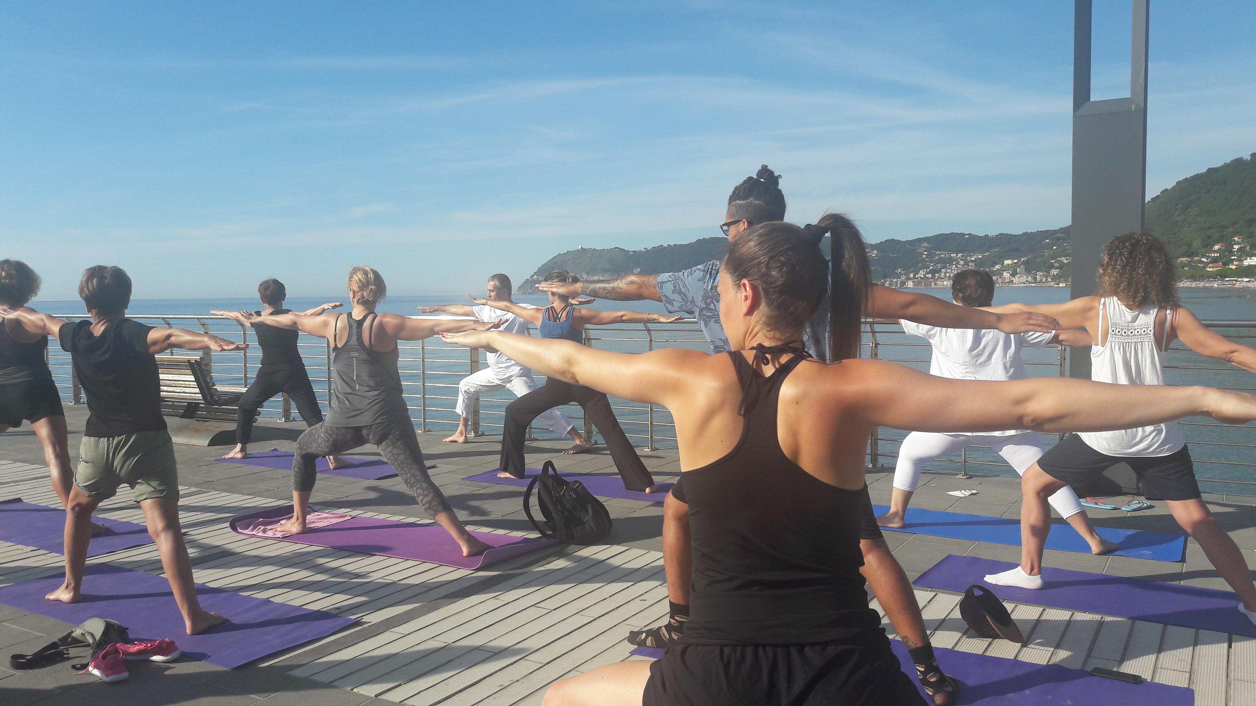 1_essere-free-yoga-gratuito-benessere-per-tutti-village-citta-alassio-estate-lucia-ragazzi-summer-town-wellness-004