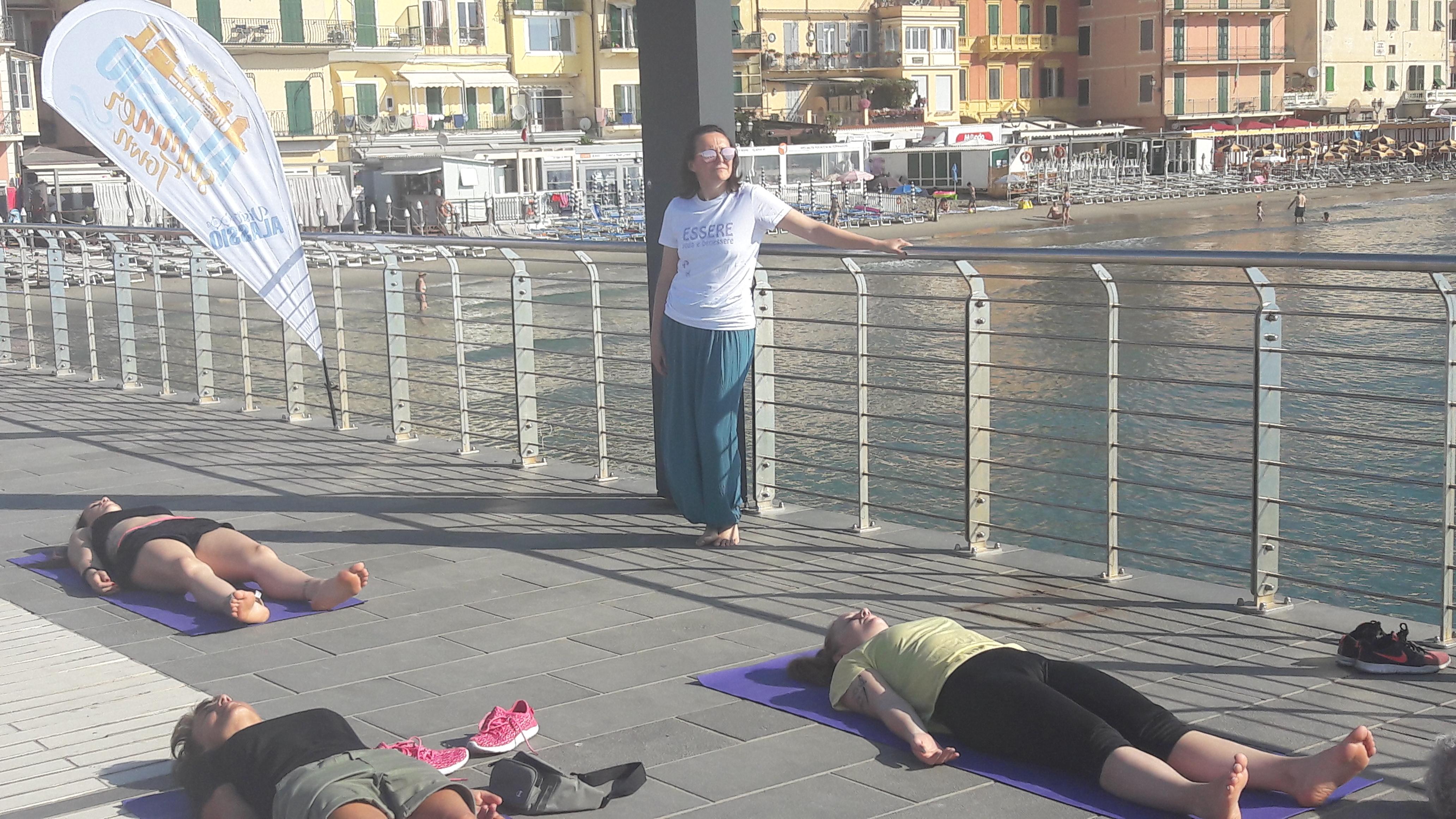 1_essere-free-yoga-gratuito-benessere-per-tutti-village-citta-alassio-estate-lucia-ragazzi-summer-town-wellness-006