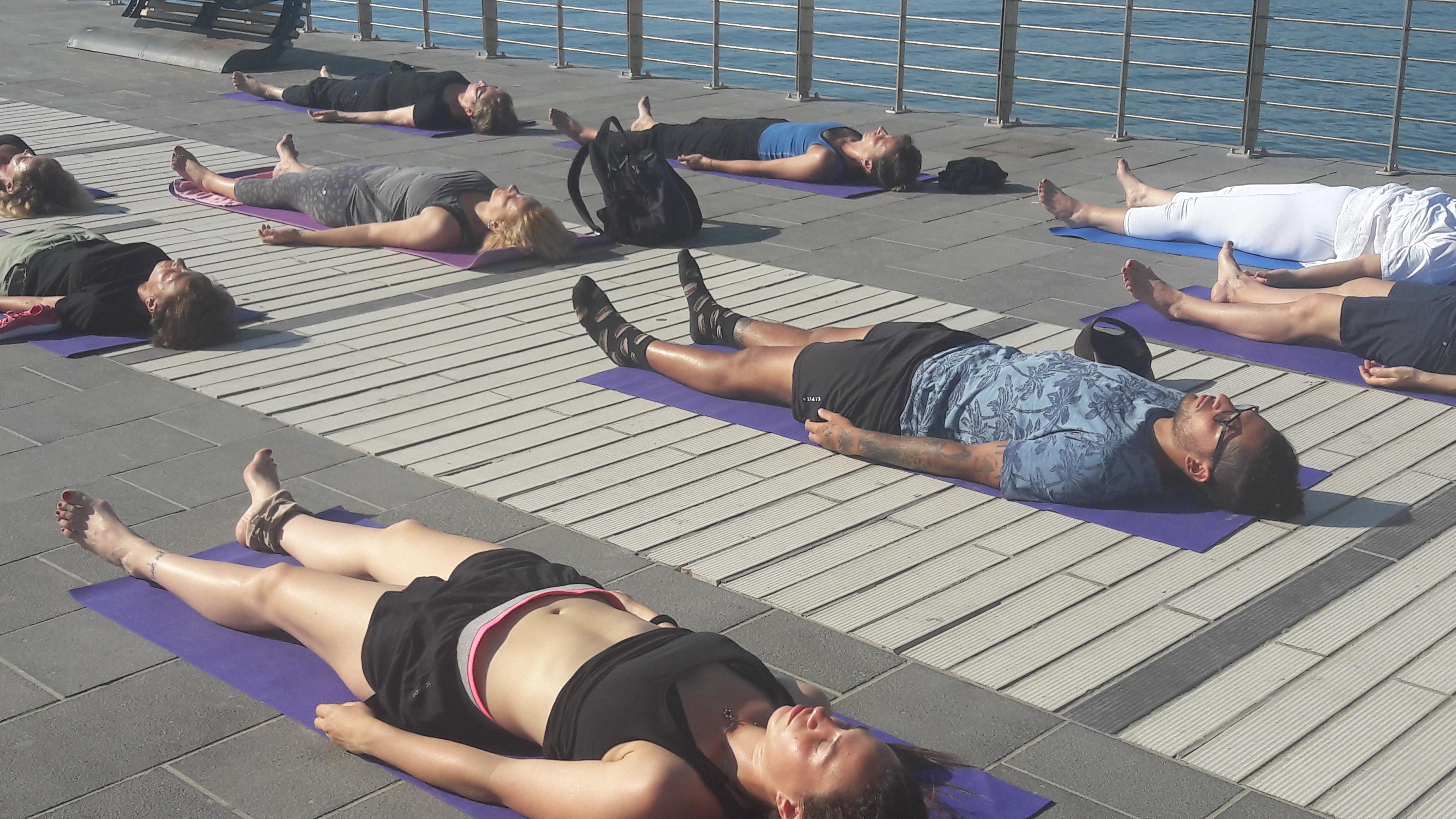 1_essere-free-yoga-gratuito-benessere-per-tutti-village-citta-alassio-estate-lucia-ragazzi-summer-town-wellness-008