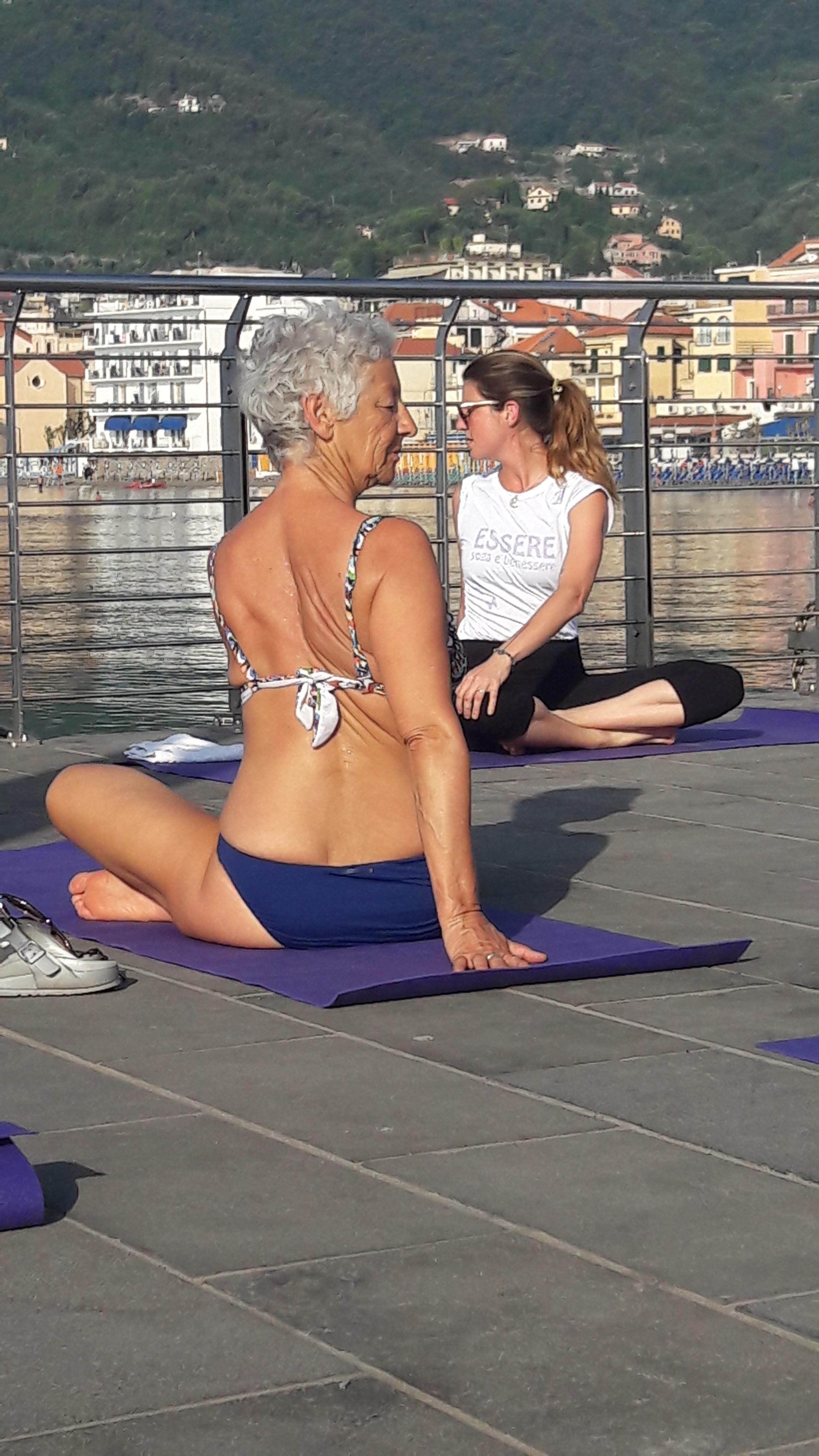 1_essere-free-yoga-gratuito-benessere-per-tutti-village-citta-alassio-estate-lucia-ragazzi-summer-town-wellness-009