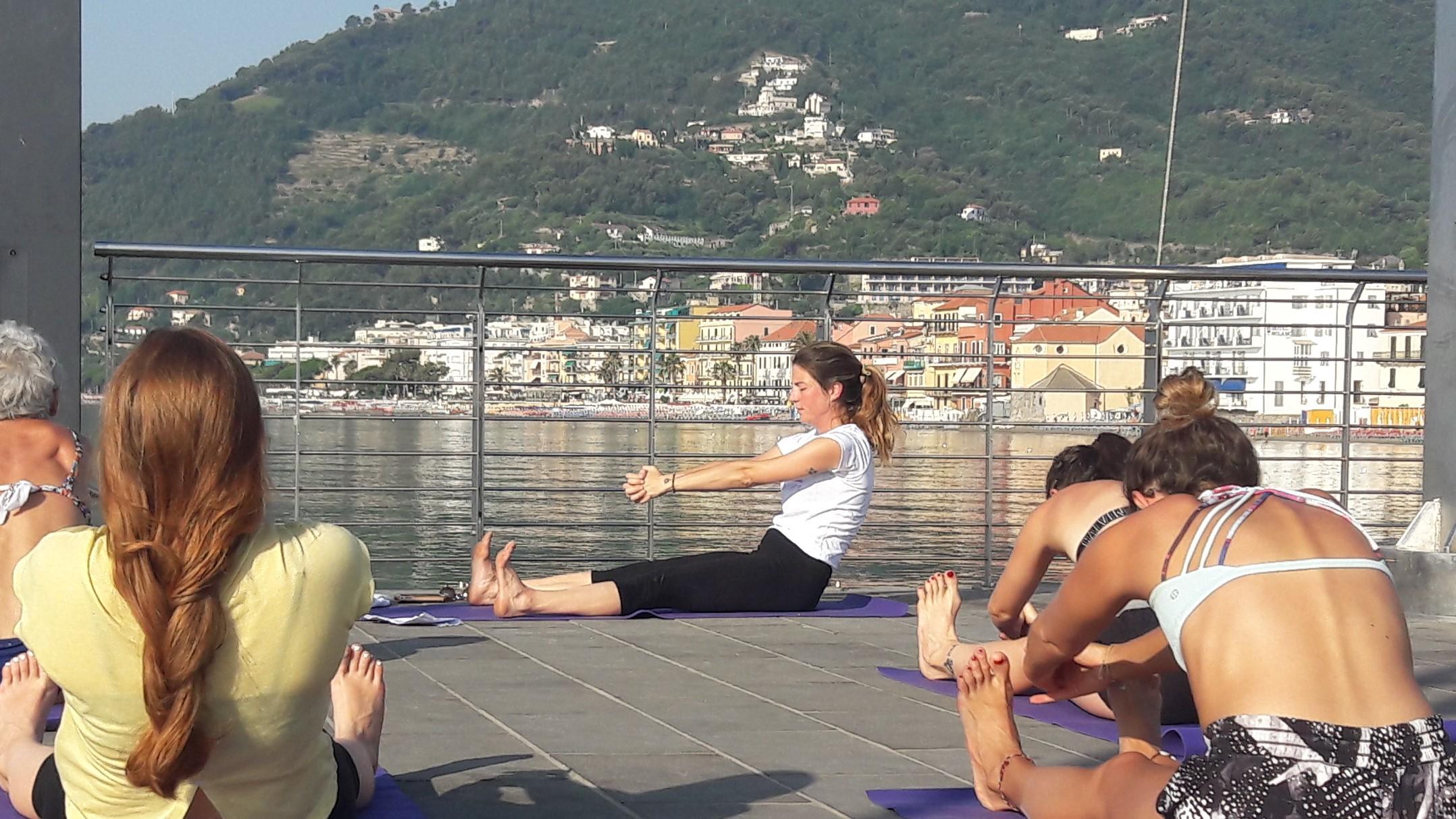 1_essere-free-yoga-gratuito-benessere-per-tutti-village-citta-alassio-estate-lucia-ragazzi-summer-town-wellness-010
