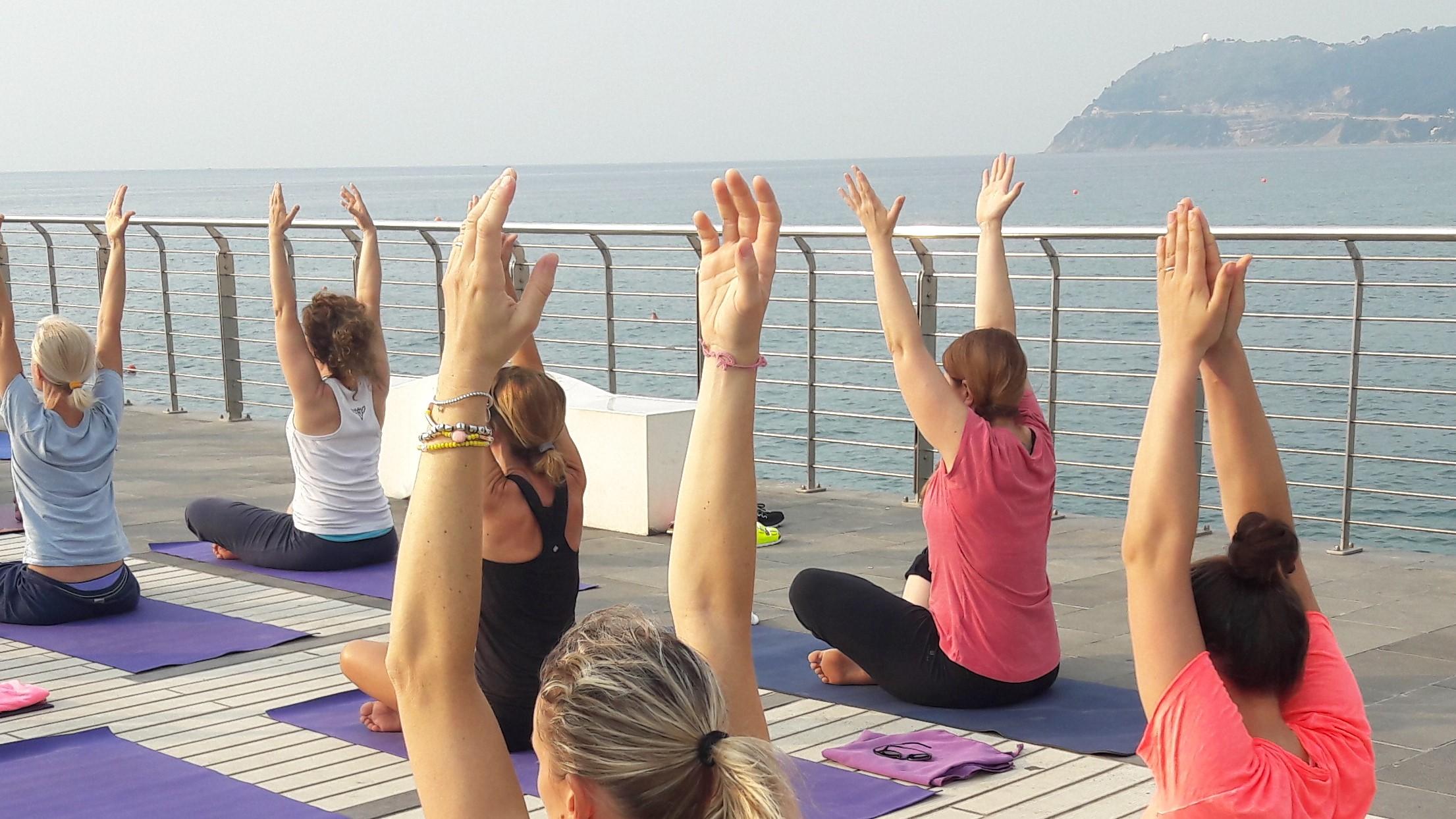 1_essere-free-yoga-gratuito-benessere-per-tutti-village-citta-alassio-estate-lucia-ragazzi-summer-town-wellness-012