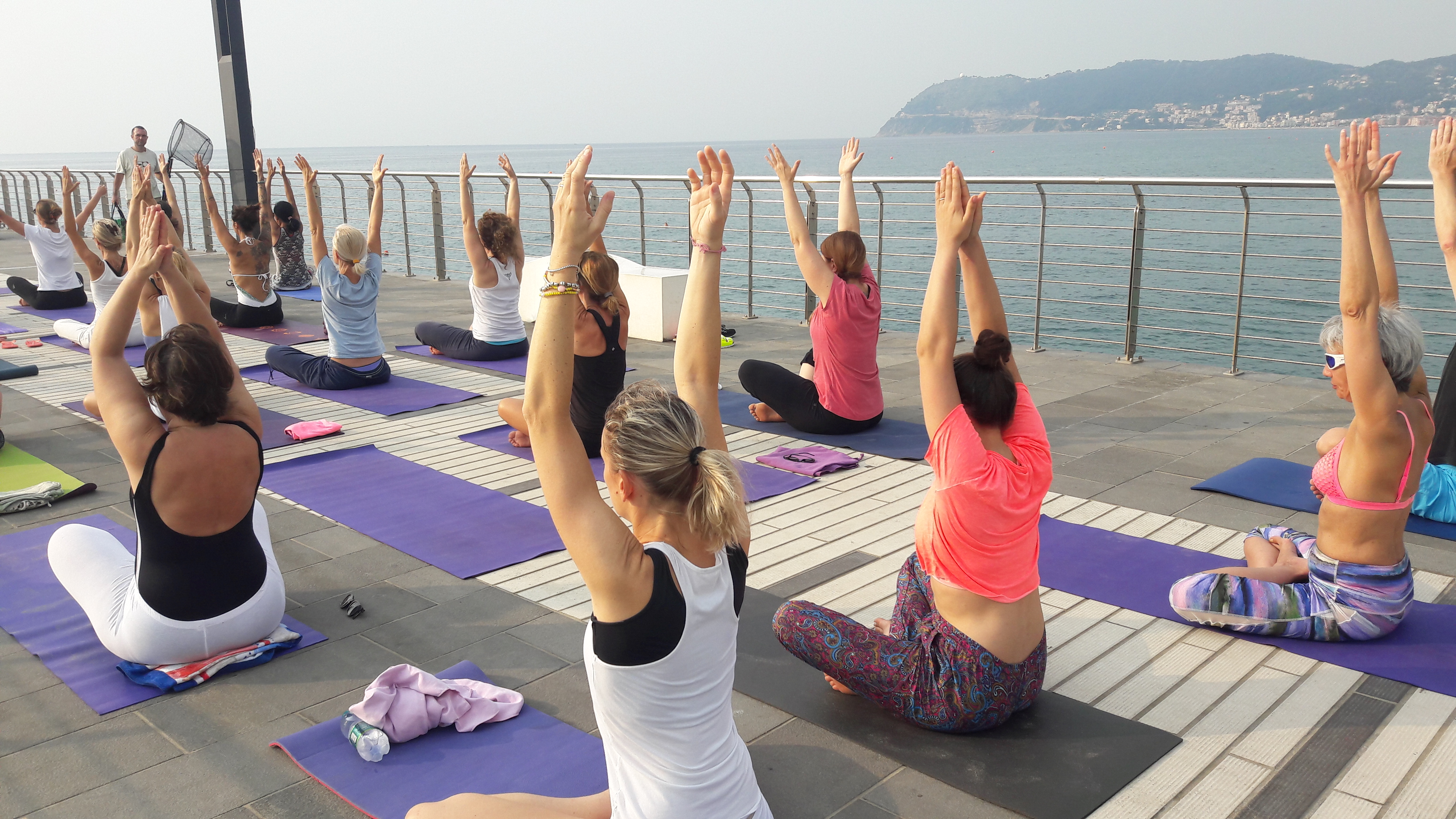 1_essere-free-yoga-gratuito-benessere-per-tutti-village-citta-alassio-estate-lucia-ragazzi-summer-town-wellness-013