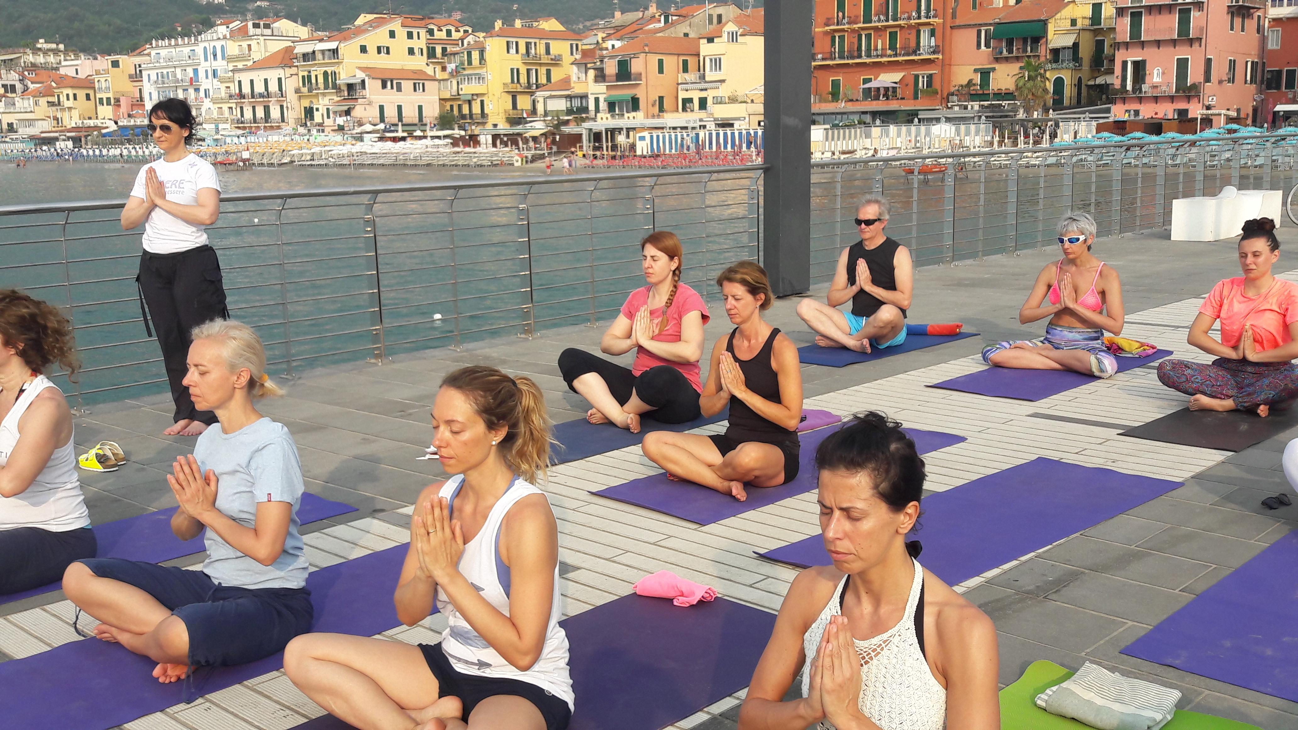 1_essere-free-yoga-gratuito-benessere-per-tutti-village-citta-alassio-estate-lucia-ragazzi-summer-town-wellness-014