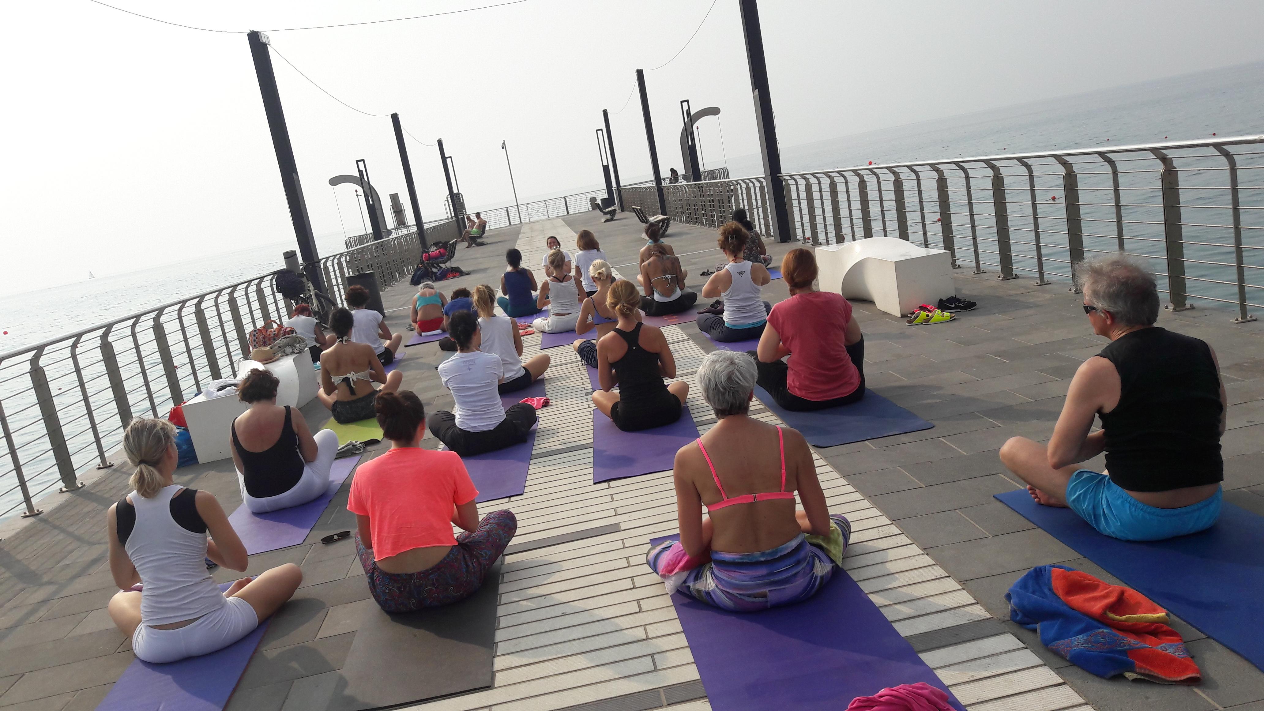 1_essere-free-yoga-gratuito-benessere-per-tutti-village-citta-alassio-estate-lucia-ragazzi-summer-town-wellness-015