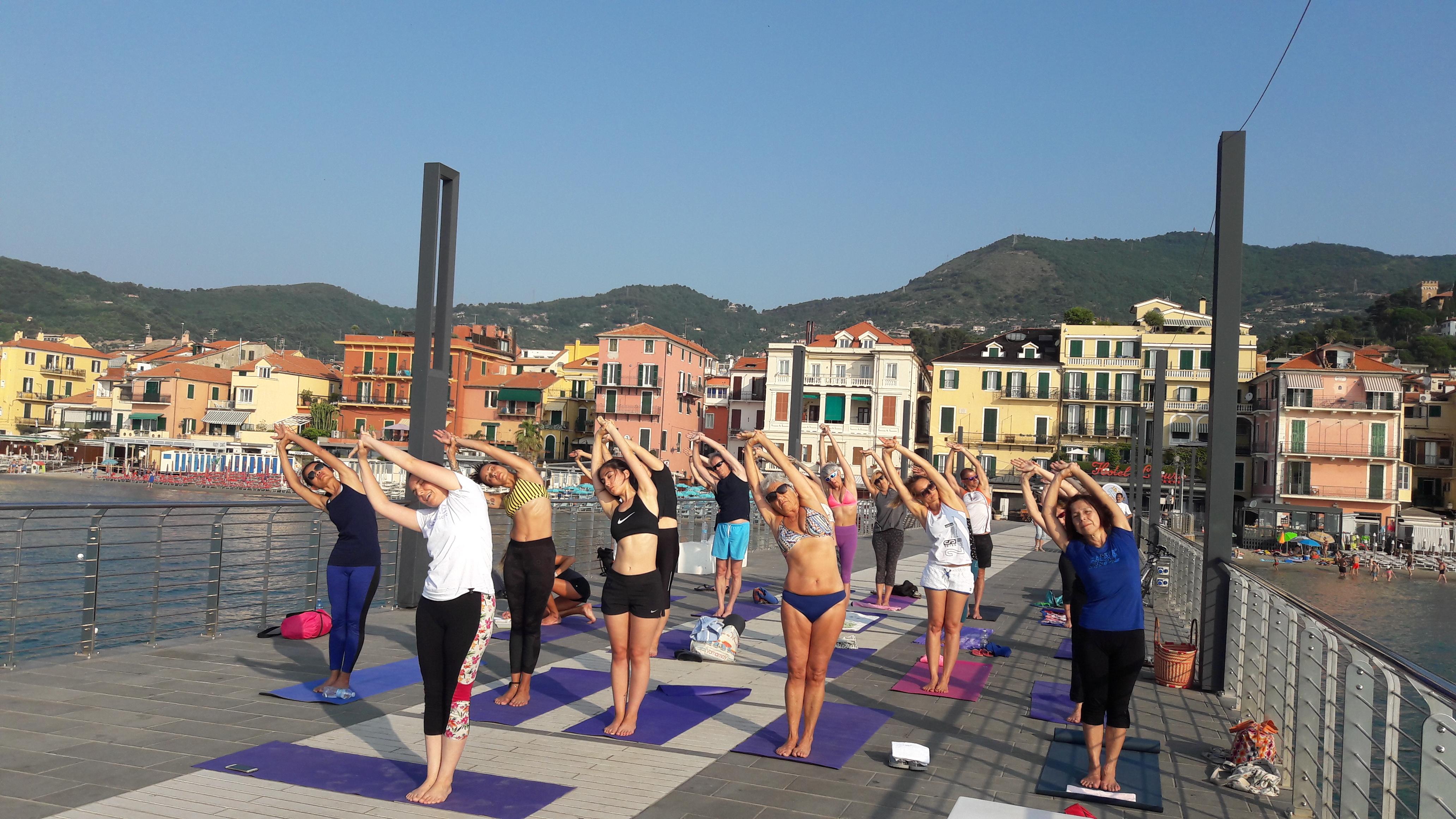 1_essere-free-yoga-gratuito-benessere-per-tutti-village-citta-alassio-estate-lucia-ragazzi-summer-town-wellness-017