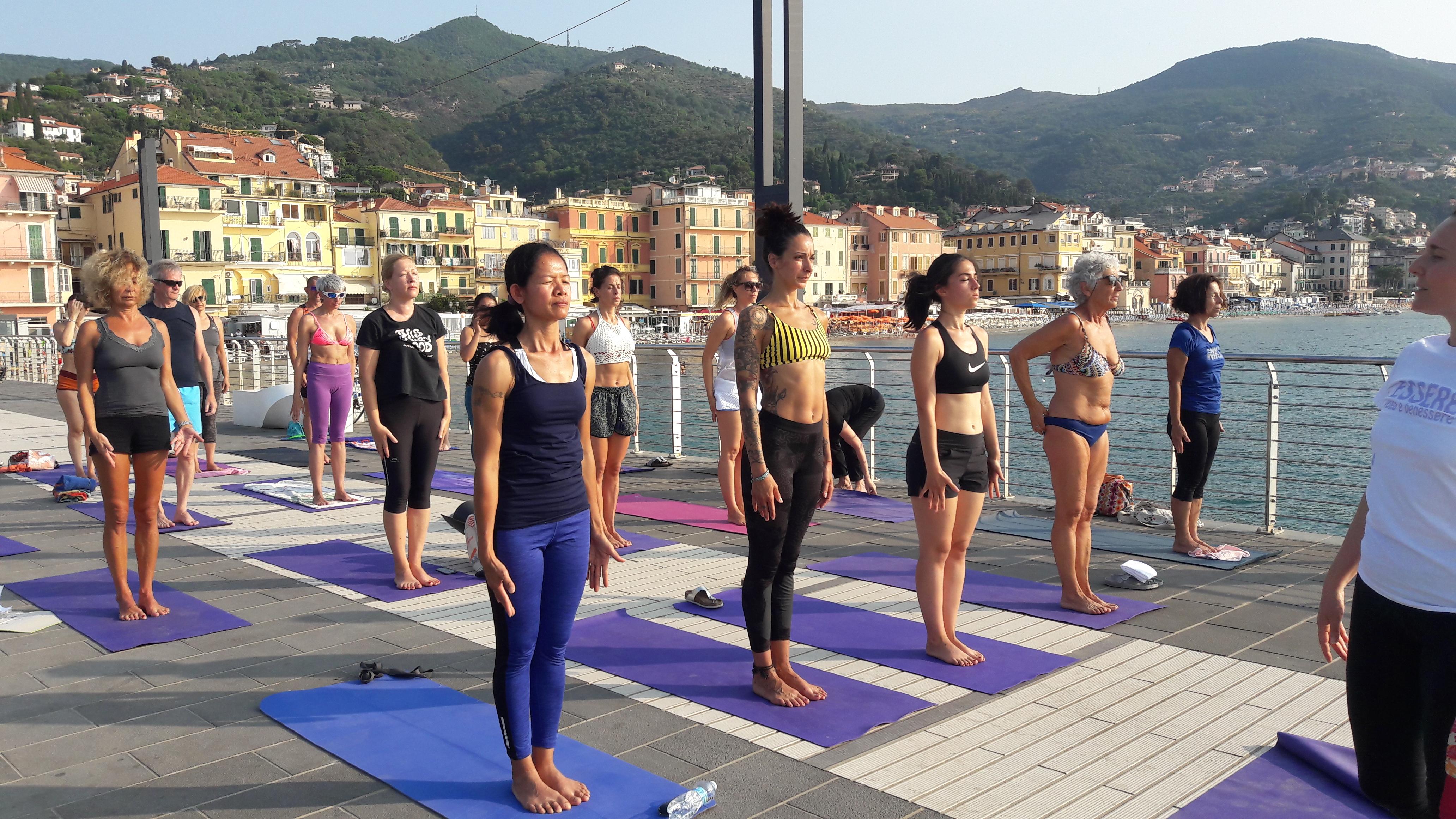 1_essere-free-yoga-gratuito-benessere-per-tutti-village-citta-alassio-estate-lucia-ragazzi-summer-town-wellness-018