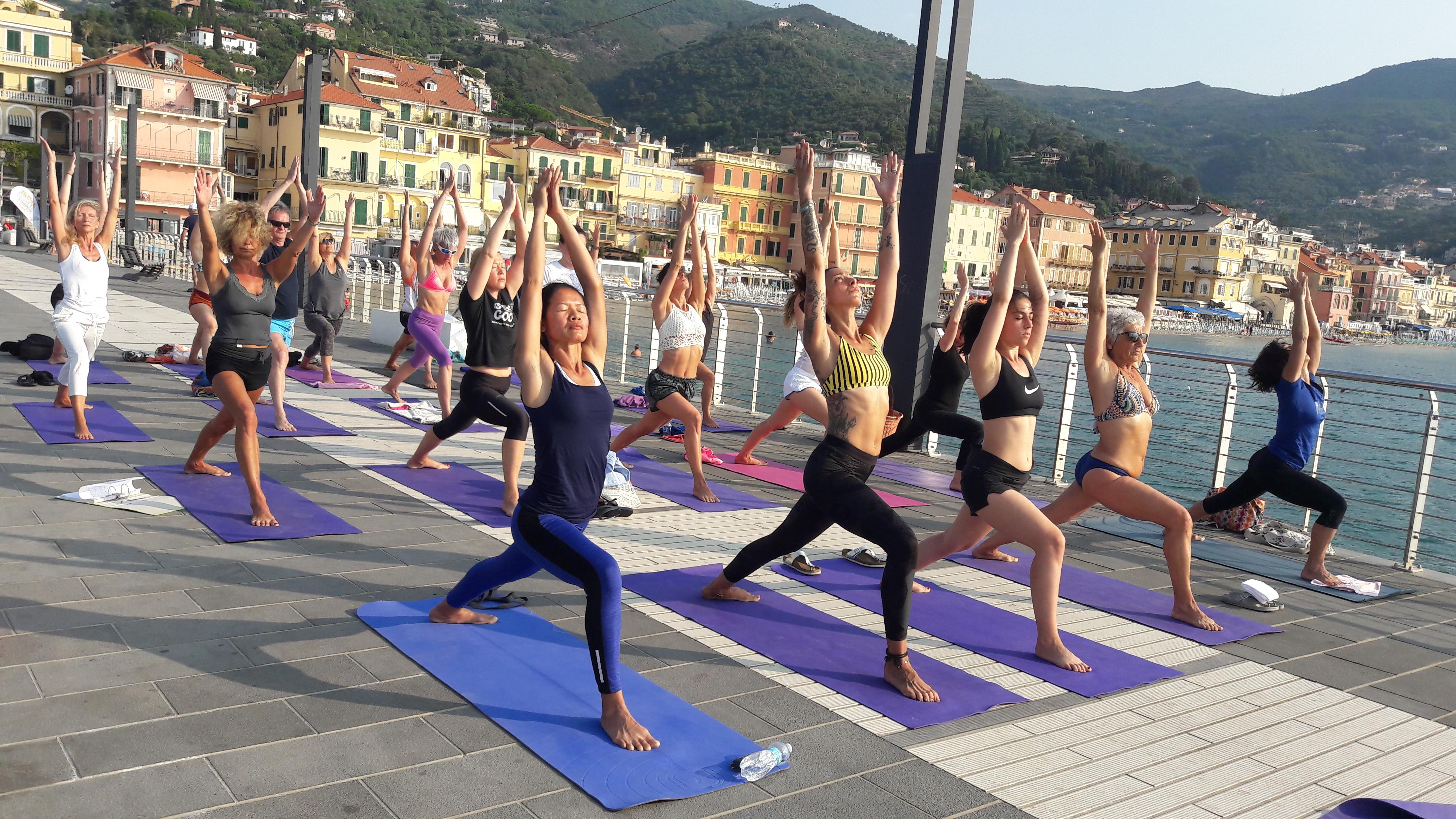 1_essere-free-yoga-gratuito-benessere-per-tutti-village-citta-alassio-estate-lucia-ragazzi-summer-town-wellness-019