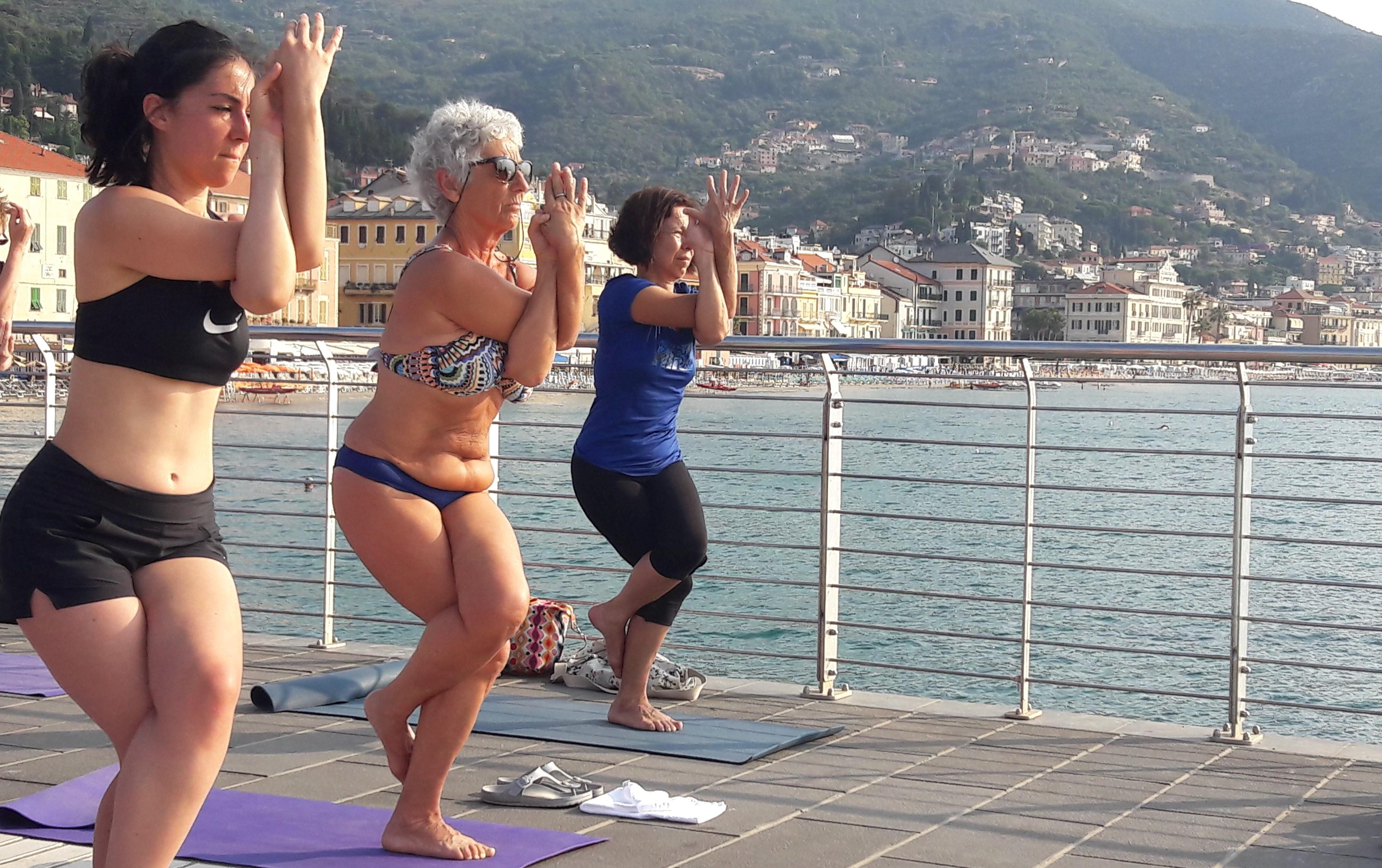 1_essere-free-yoga-gratuito-benessere-per-tutti-village-citta-alassio-estate-lucia-ragazzi-summer-town-wellness-022