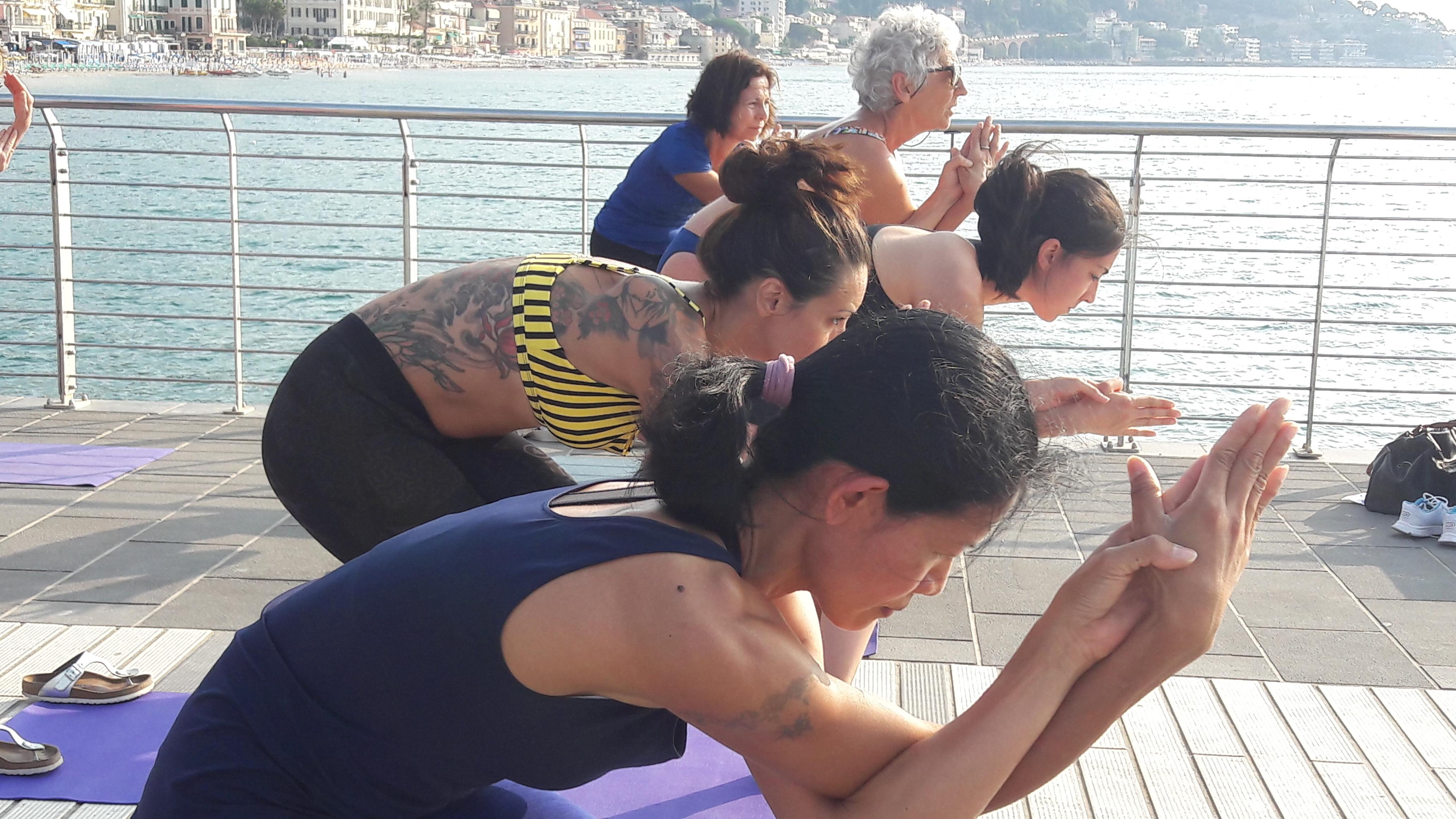 1_essere-free-yoga-gratuito-benessere-per-tutti-village-citta-alassio-estate-lucia-ragazzi-summer-town-wellness-023