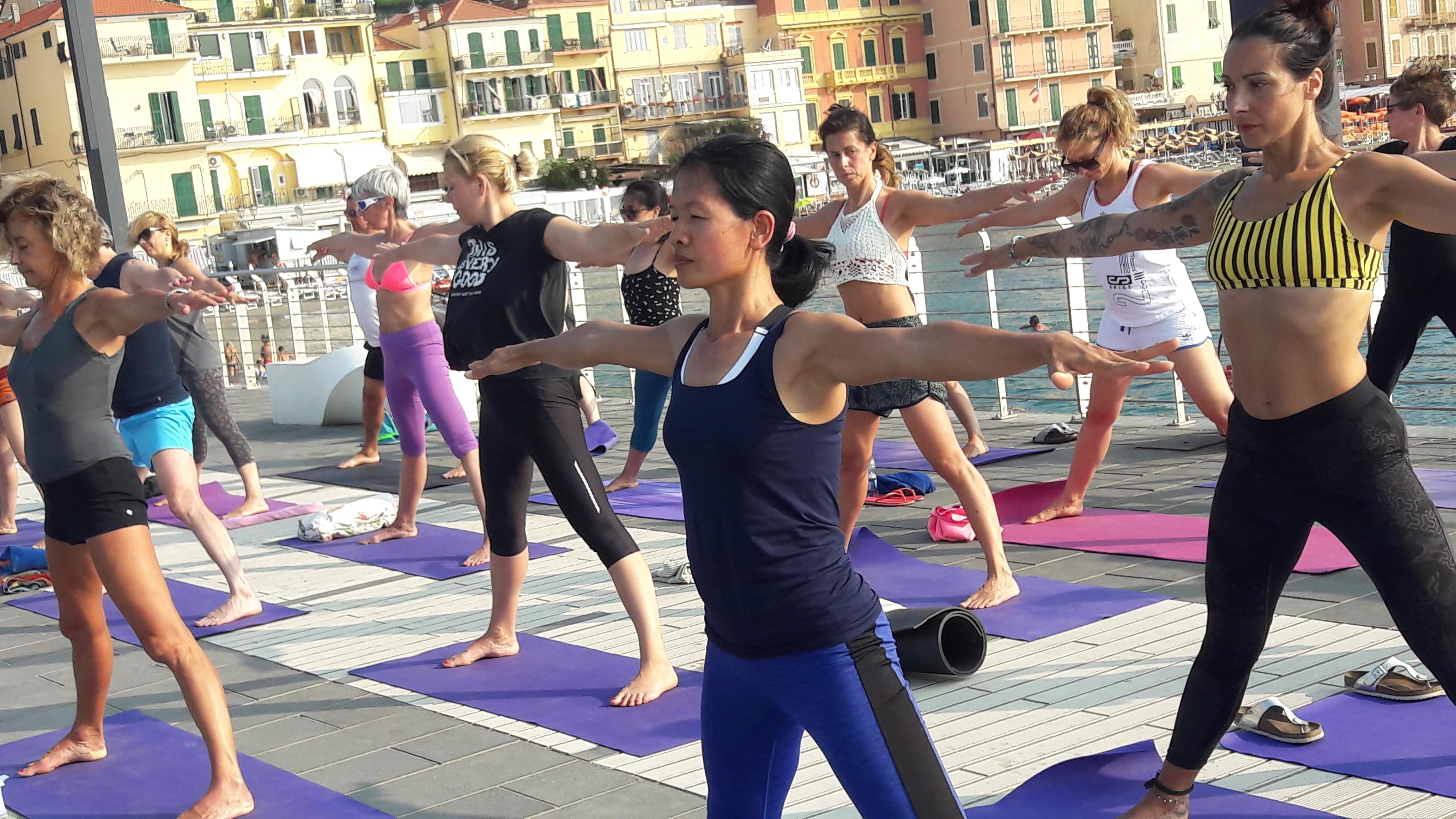 1_essere-free-yoga-gratuito-benessere-per-tutti-village-citta-alassio-estate-lucia-ragazzi-summer-town-wellness-024