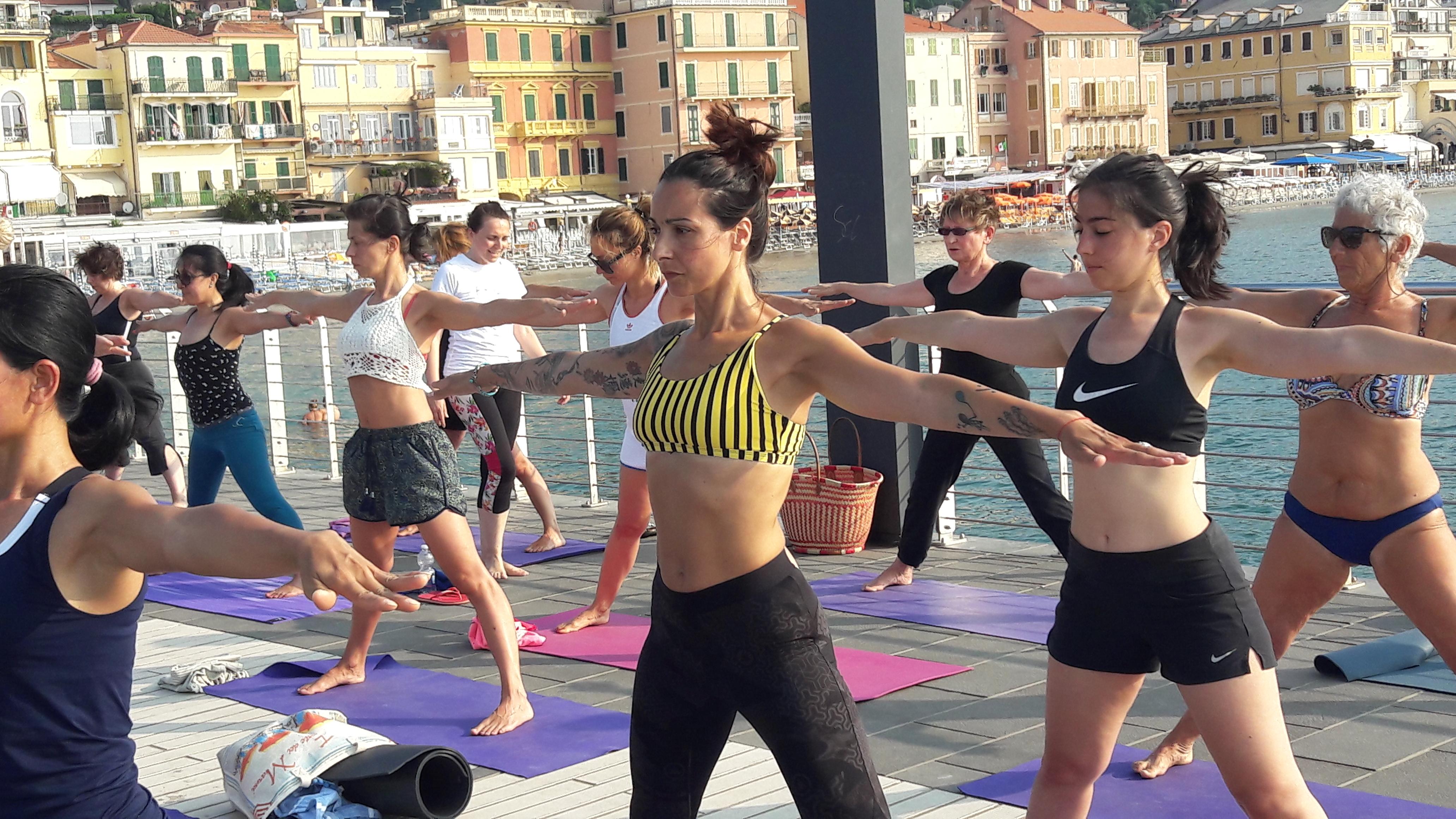 1_essere-free-yoga-gratuito-benessere-per-tutti-village-citta-alassio-estate-lucia-ragazzi-summer-town-wellness-025