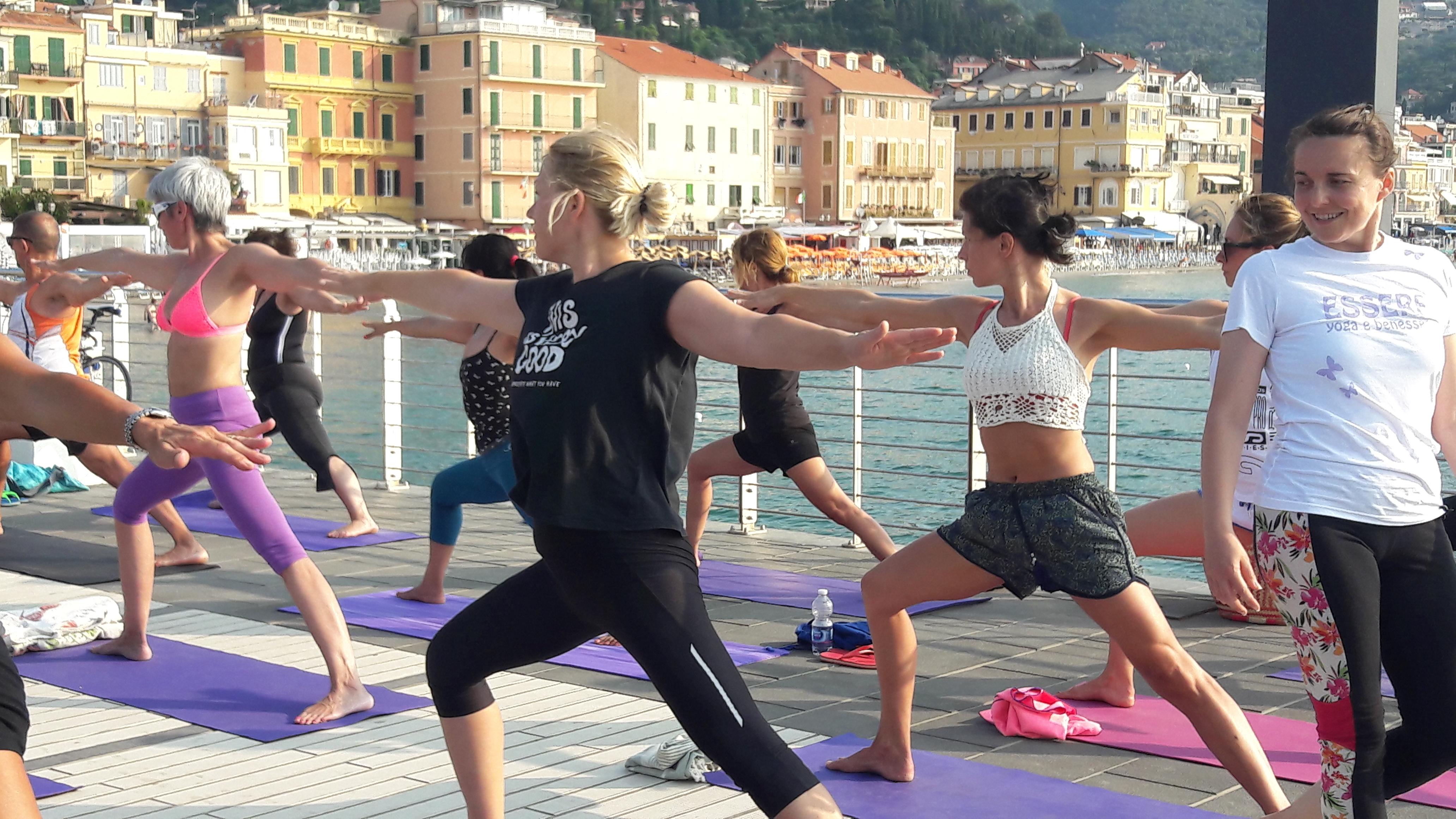 1_essere-free-yoga-gratuito-benessere-per-tutti-village-citta-alassio-estate-lucia-ragazzi-summer-town-wellness-026
