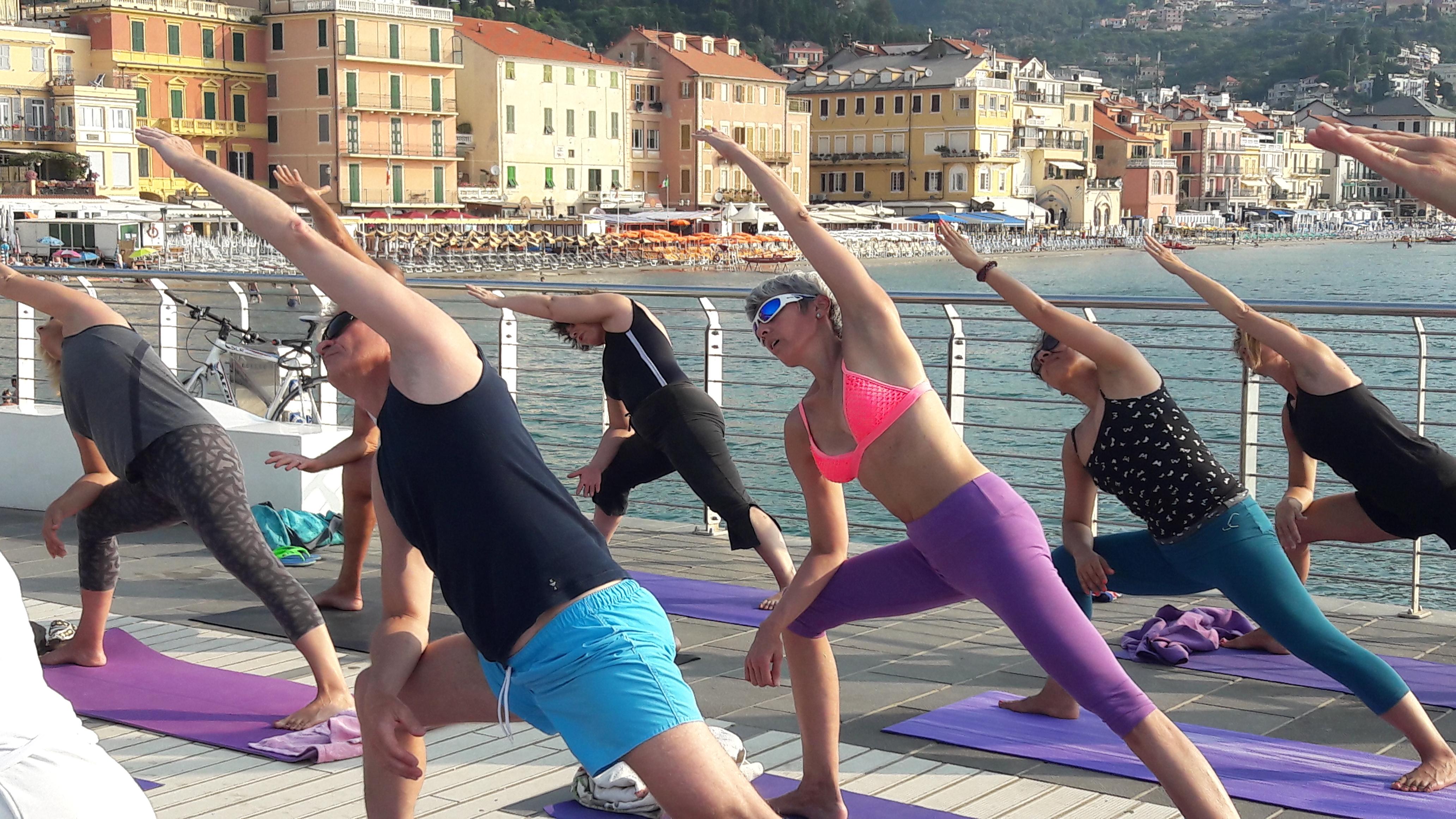 1_essere-free-yoga-gratuito-benessere-per-tutti-village-citta-alassio-estate-lucia-ragazzi-summer-town-wellness-027