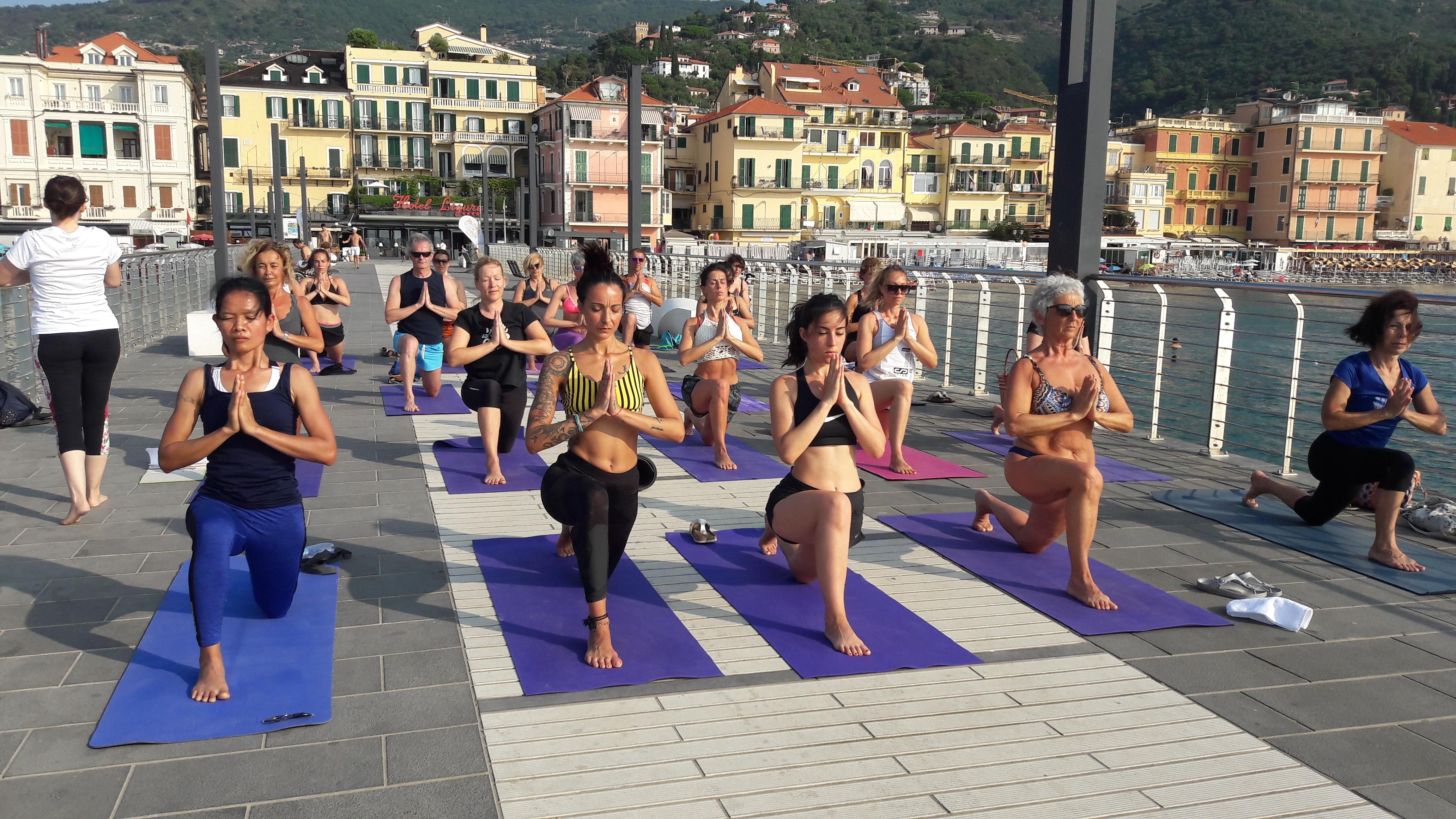 1_essere-free-yoga-gratuito-benessere-per-tutti-village-citta-alassio-estate-lucia-ragazzi-summer-town-wellness-031