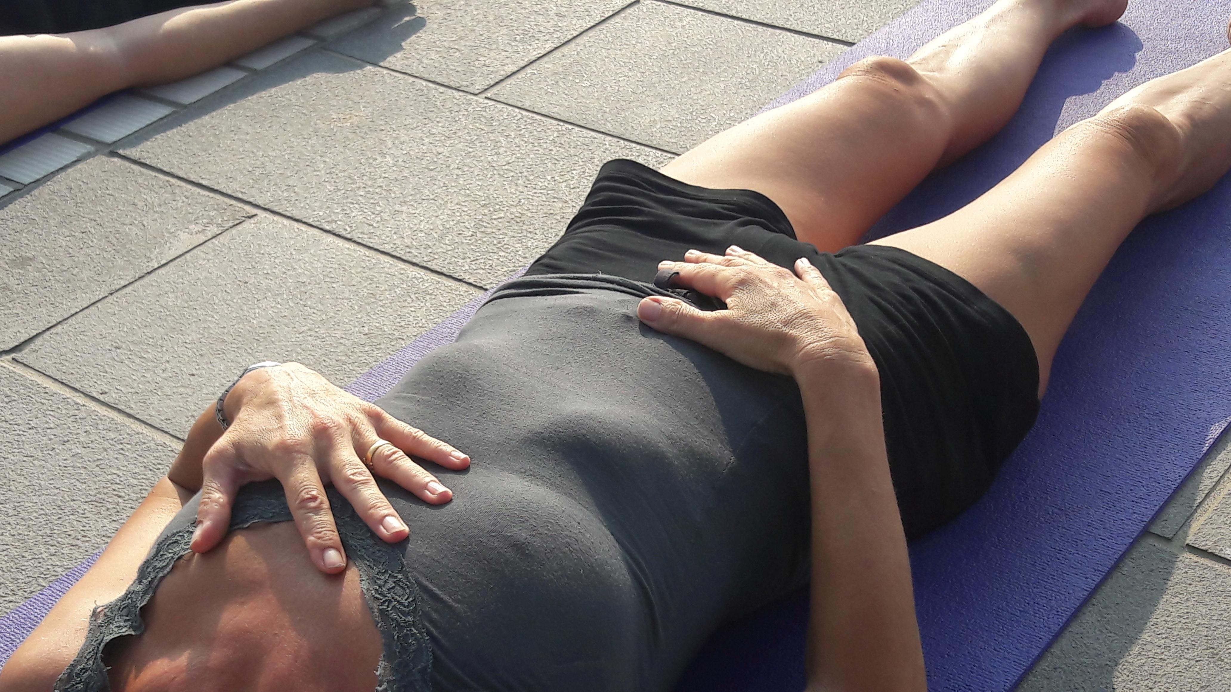 1_essere-free-yoga-gratuito-benessere-per-tutti-village-citta-alassio-estate-lucia-ragazzi-summer-town-wellness-033