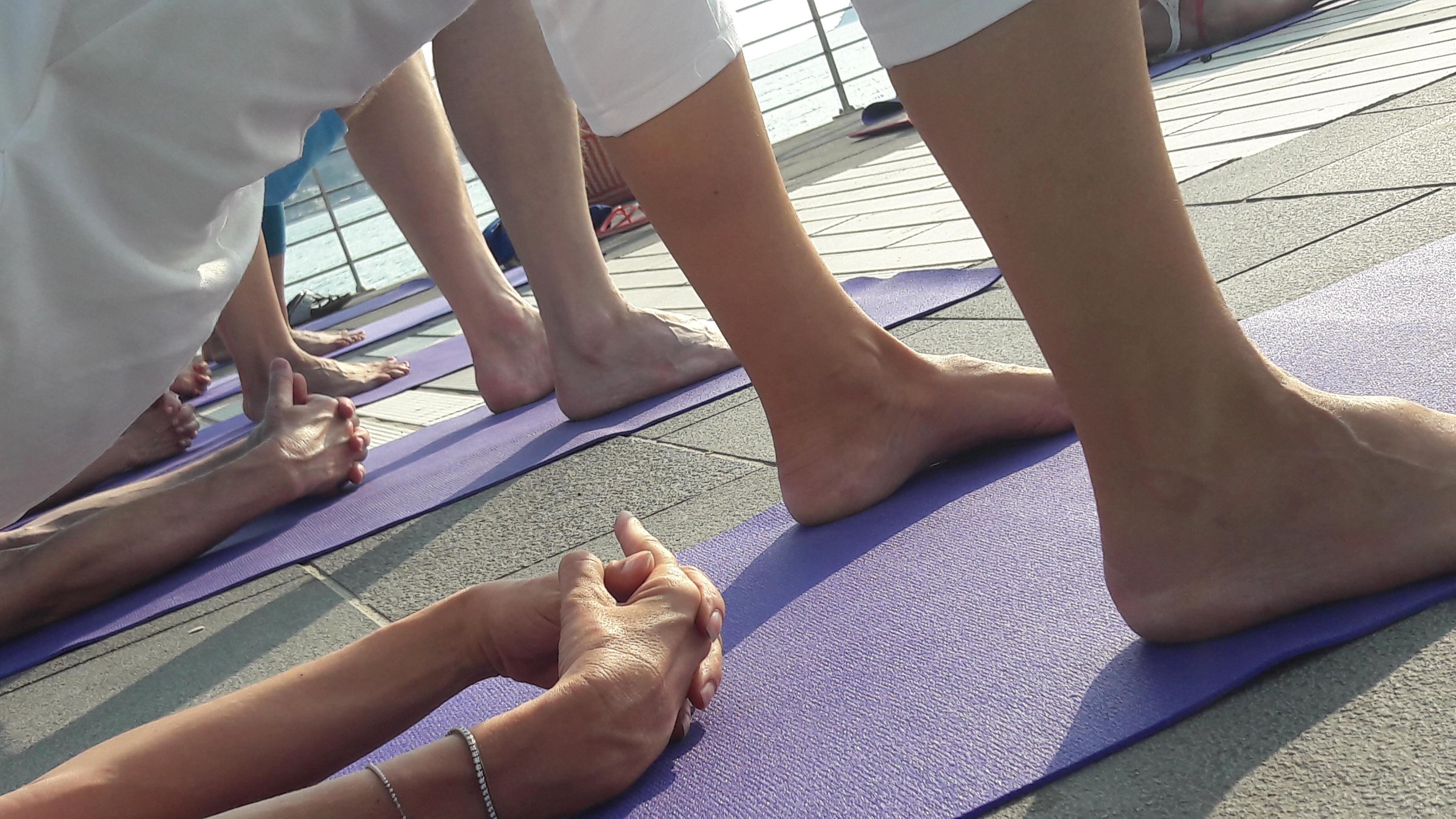 1_essere-free-yoga-gratuito-benessere-per-tutti-village-citta-alassio-estate-lucia-ragazzi-summer-town-wellness-034