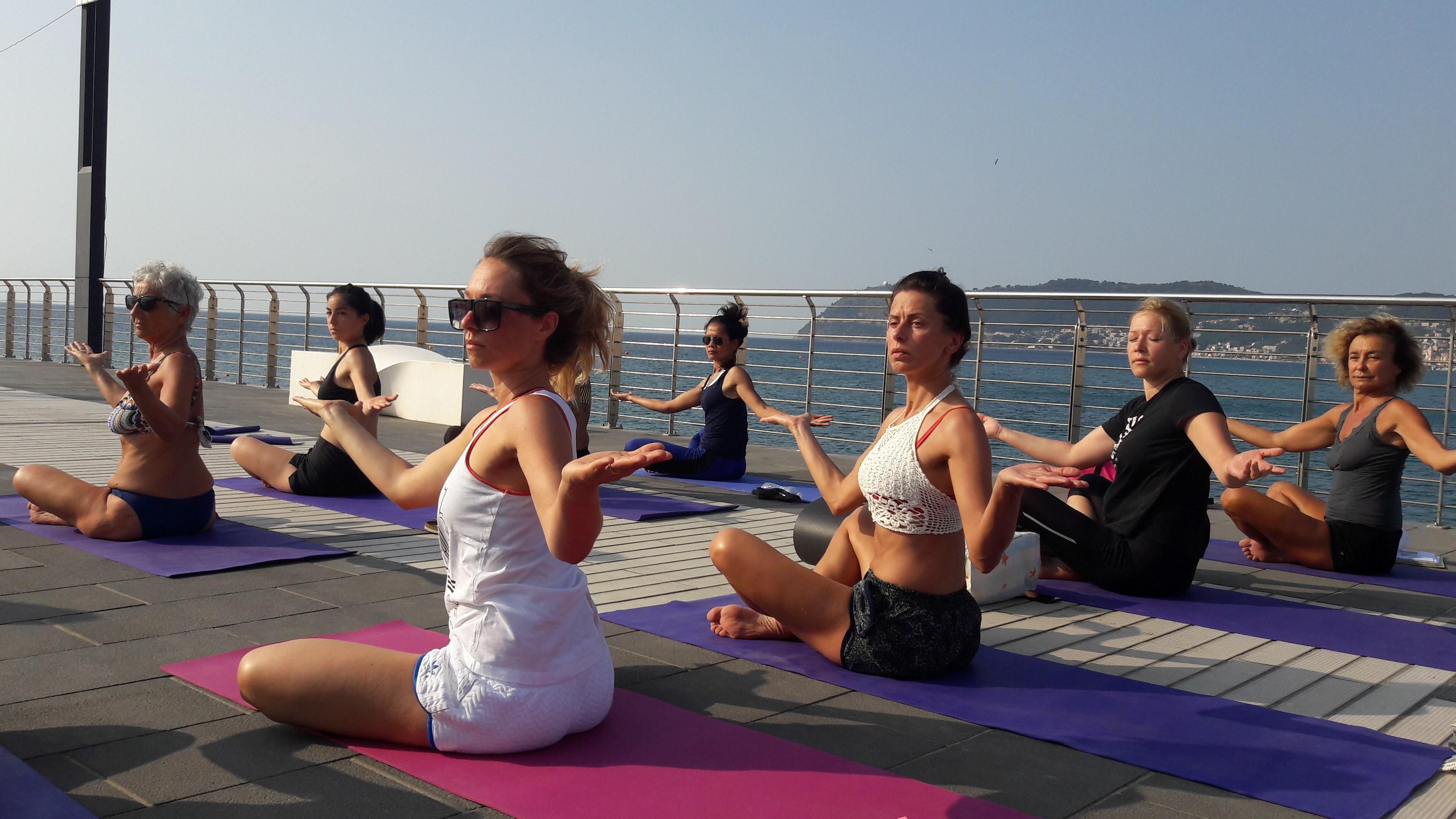 1_essere-free-yoga-gratuito-benessere-per-tutti-village-citta-alassio-estate-lucia-ragazzi-summer-town-wellness-036