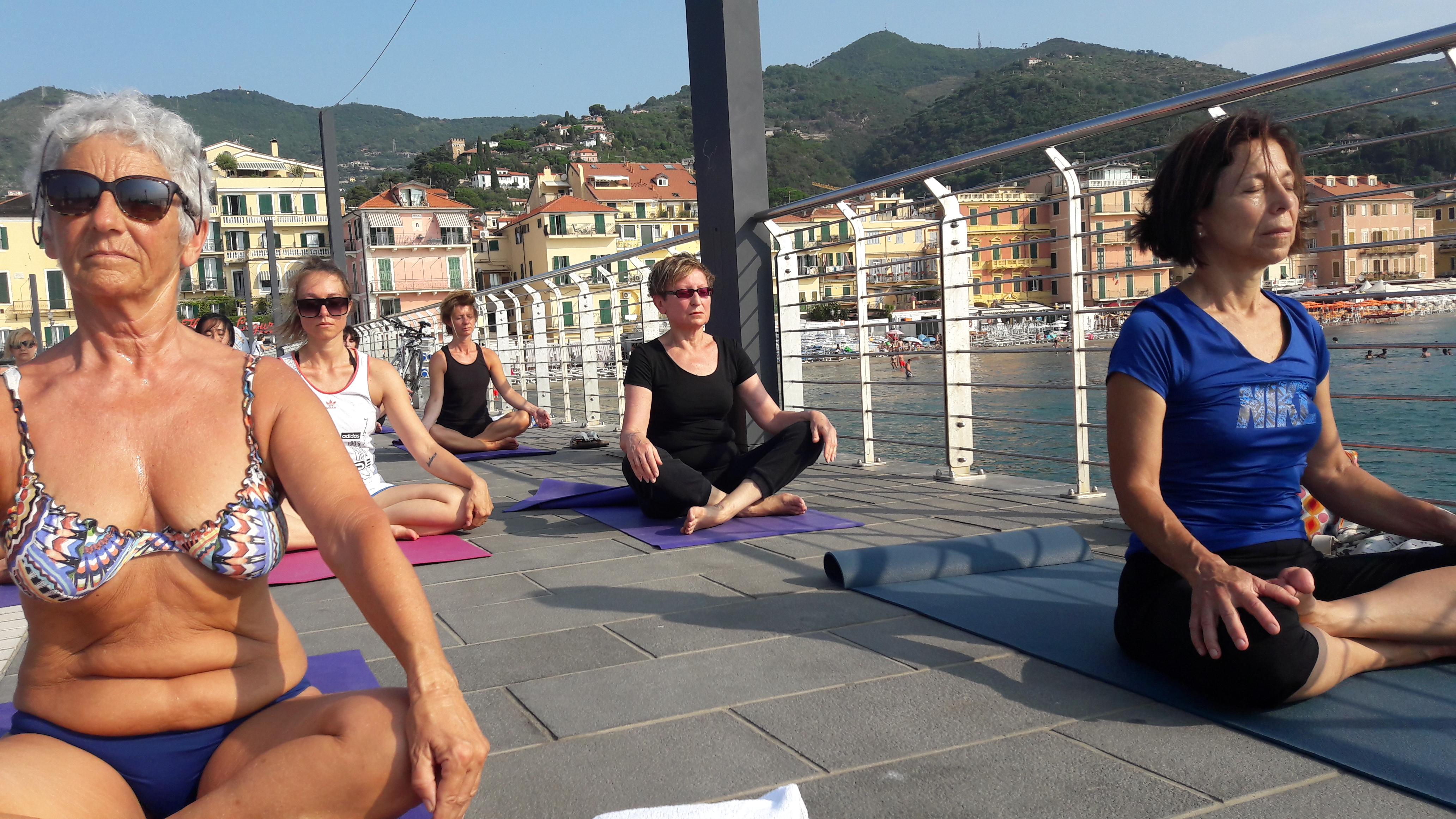 1_essere-free-yoga-gratuito-benessere-per-tutti-village-citta-alassio-estate-lucia-ragazzi-summer-town-wellness-038