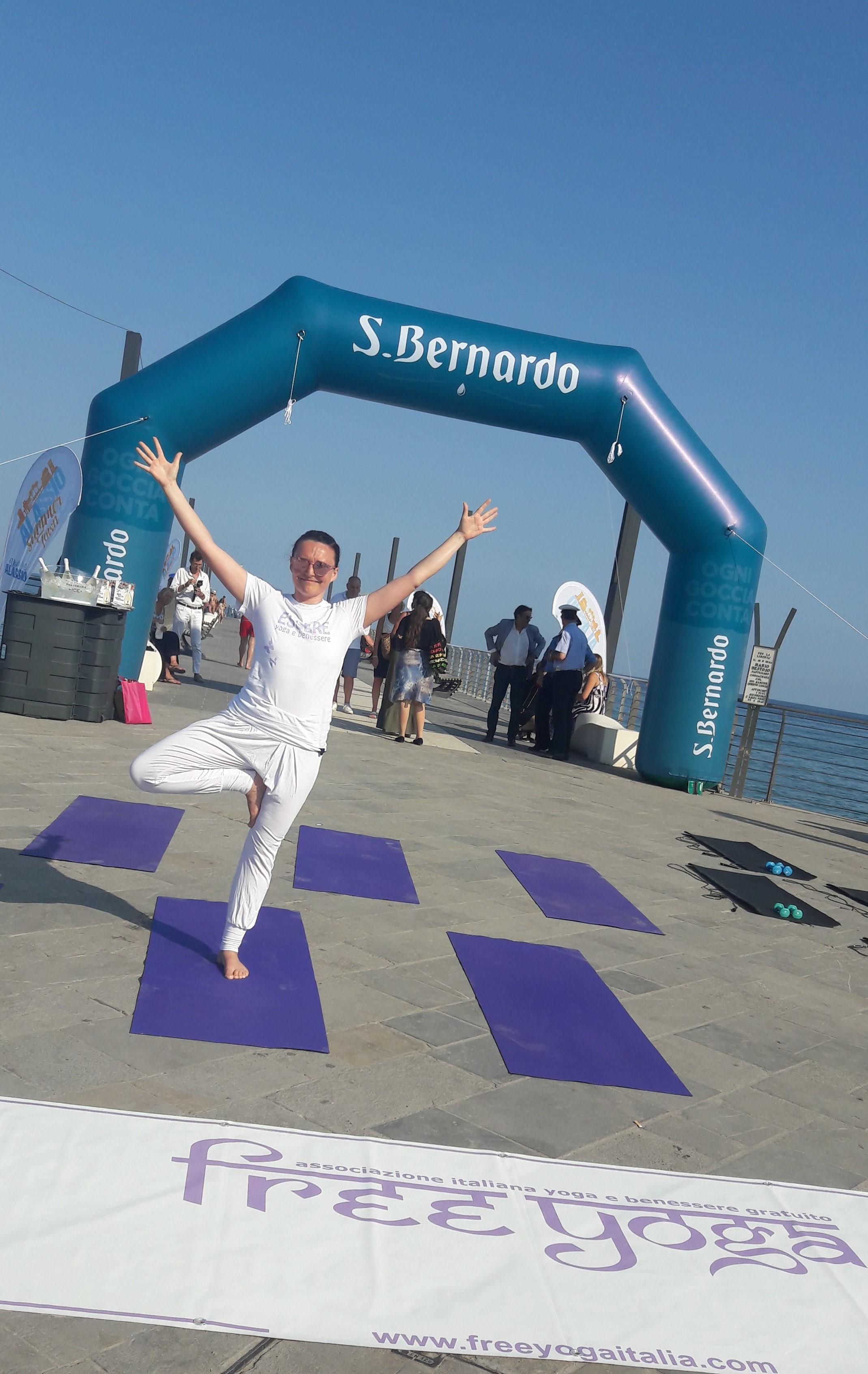 1_essere-free-yoga-gratuito-benessere-per-tutti-village-citta-alassio-estate-lucia-ragazzi-summer-town-wellness-041