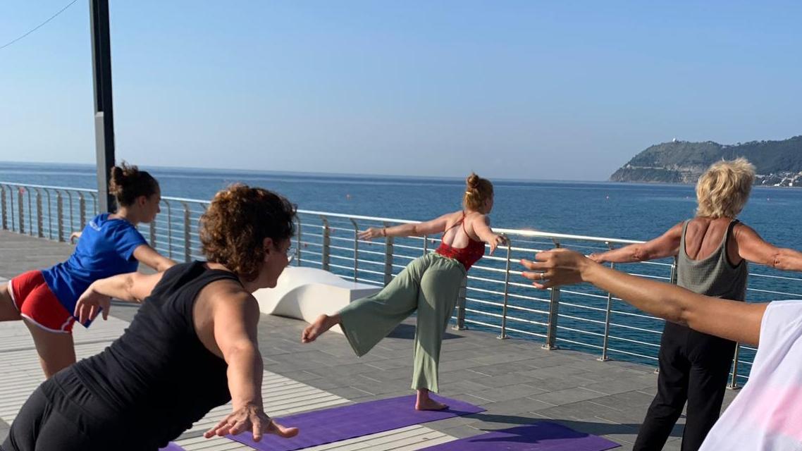 1_essere-free-yoga-gratuito-benessere-per-tutti-village-citta-alassio-estate-lucia-ragazzi-summer-town-wellness-042