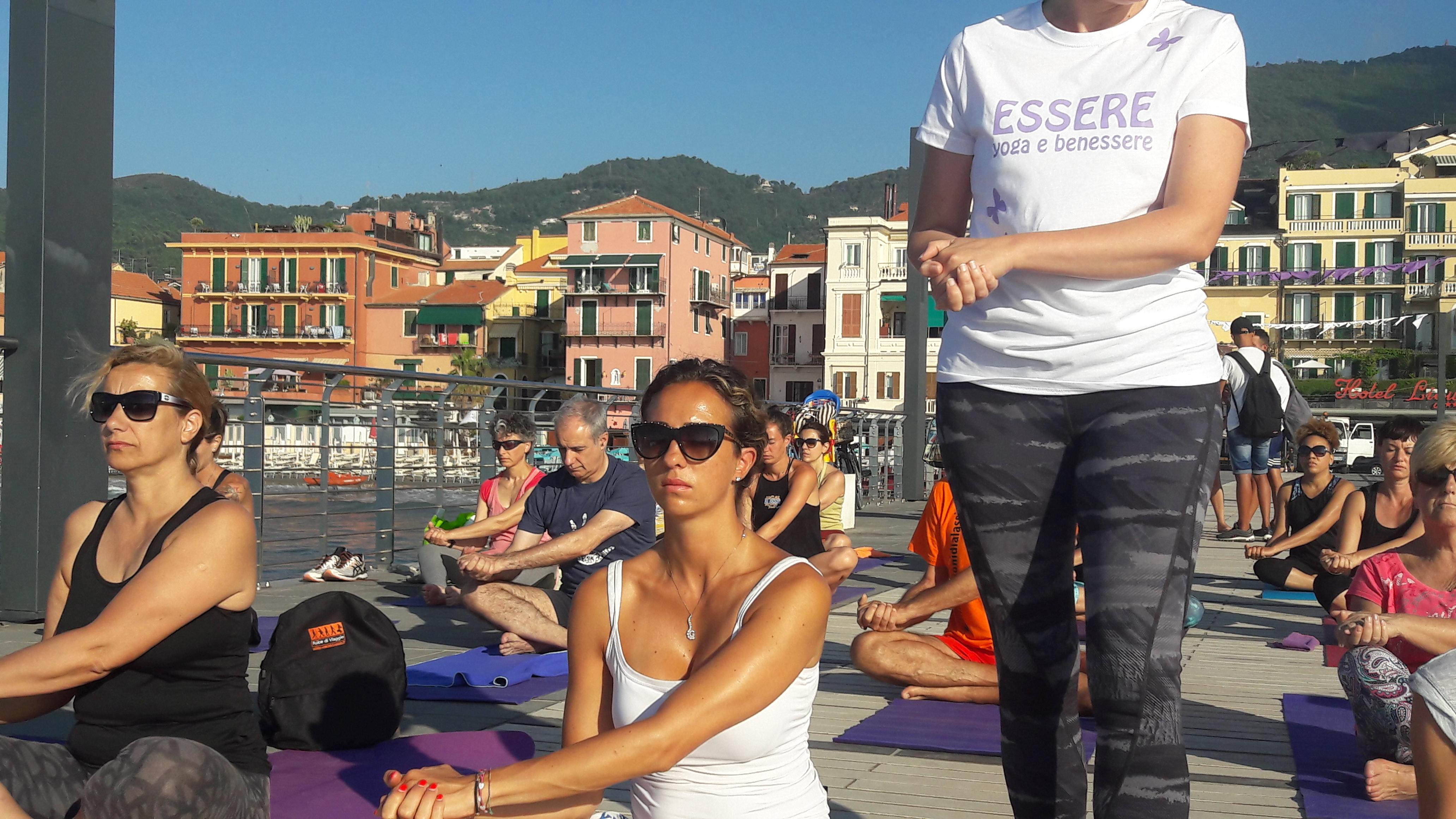 1_essere-free-yoga-gratuito-benessere-per-tutti-village-citta-alassio-estate-lucia-ragazzi-summer-town-wellness-044