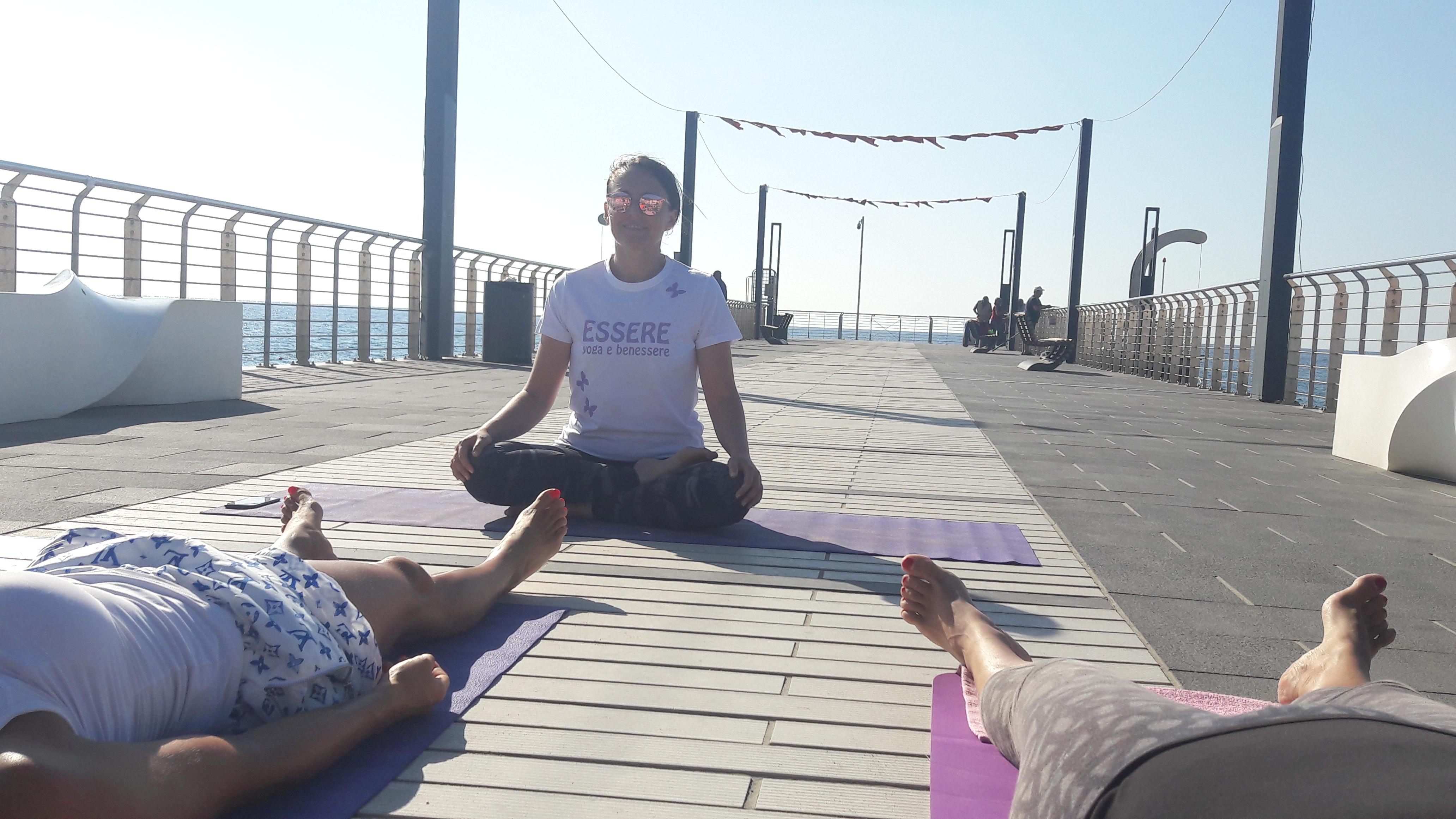 1_essere-free-yoga-gratuito-benessere-per-tutti-village-citta-alassio-estate-lucia-ragazzi-summer-town-wellness-047