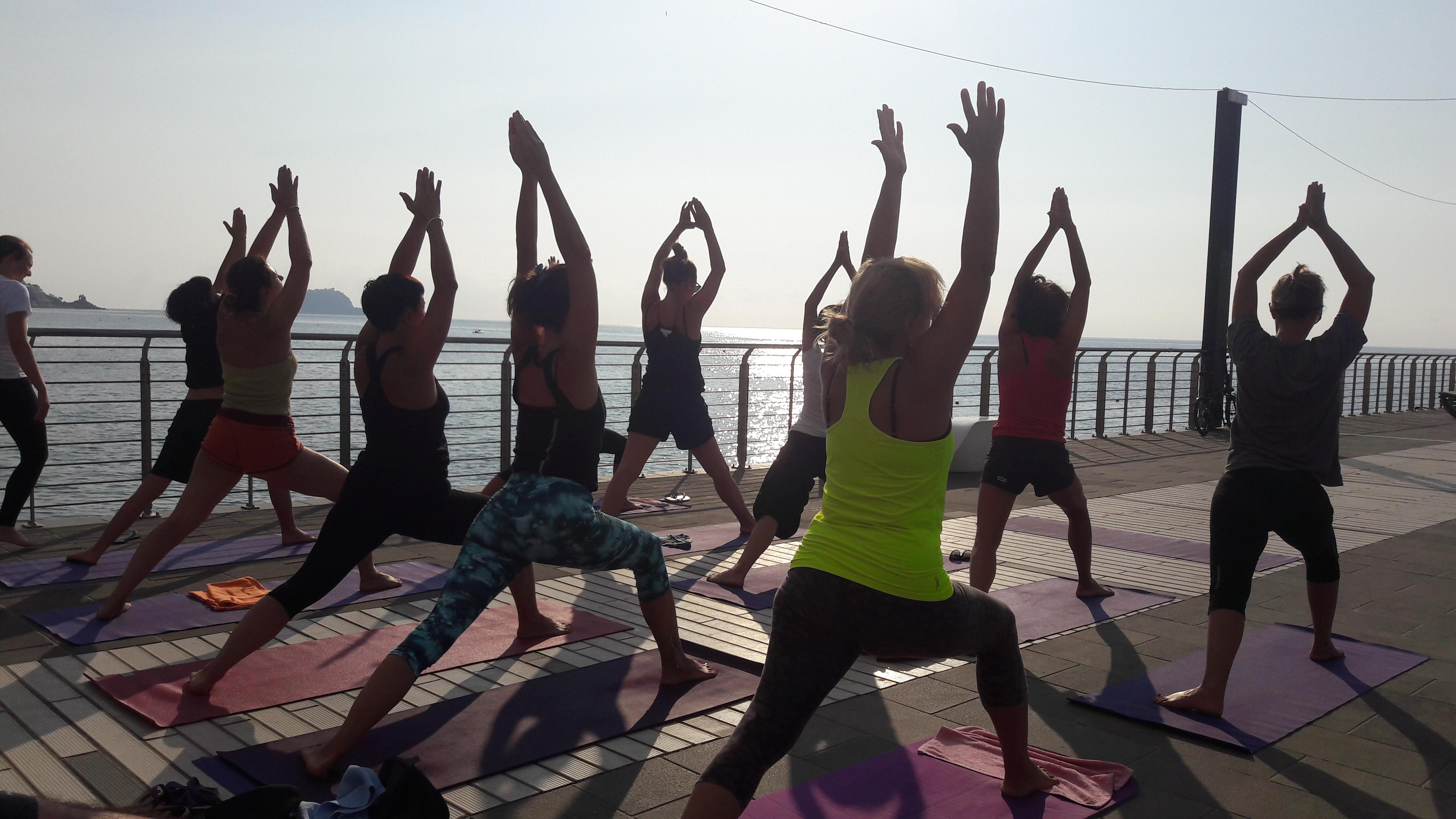 1_essere-free-yoga-gratuito-benessere-per-tutti-village-citta-alassio-estate-lucia-ragazzi-summer-town-wellness-052