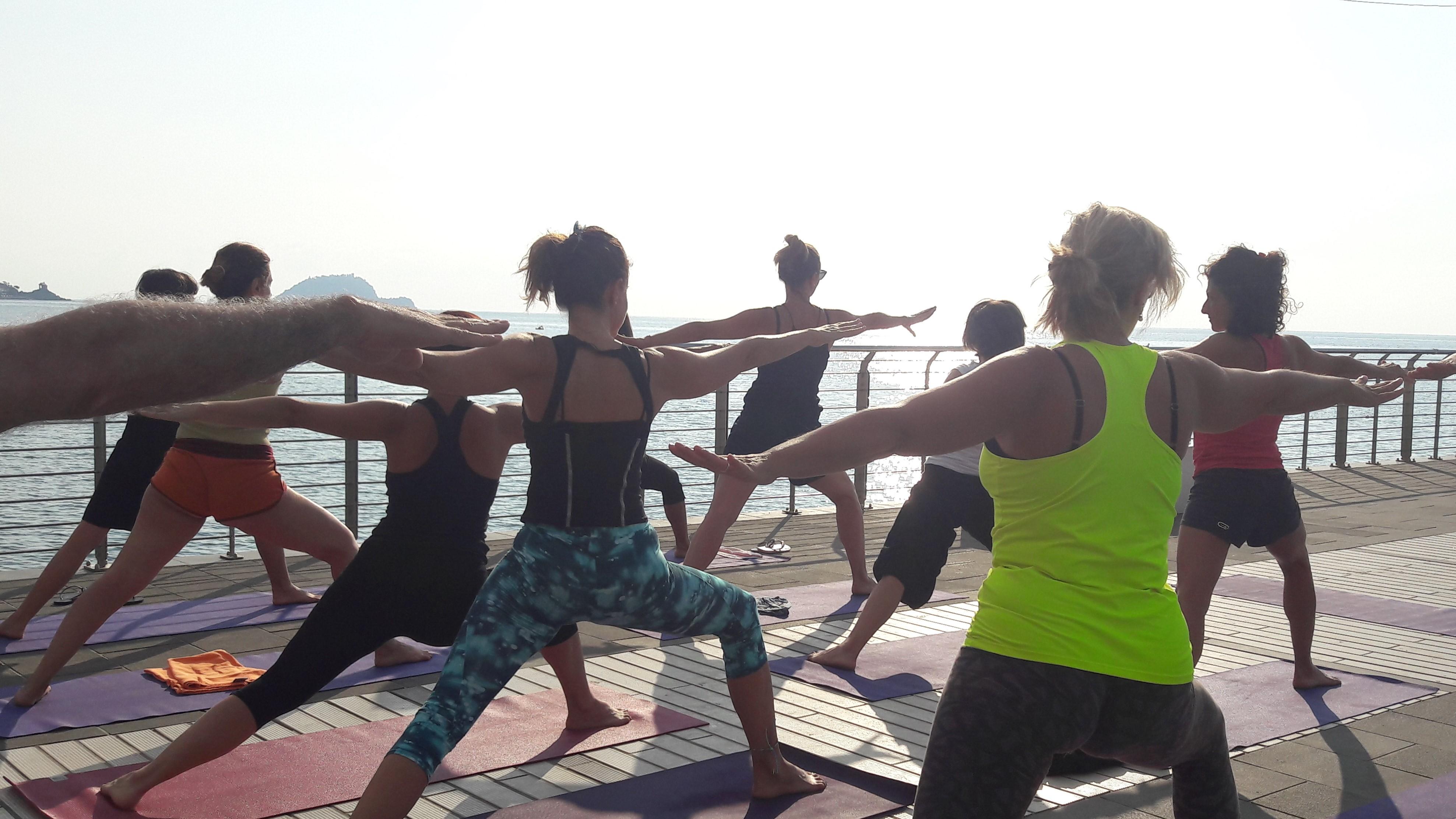 1_essere-free-yoga-gratuito-benessere-per-tutti-village-citta-alassio-estate-lucia-ragazzi-summer-town-wellness-053