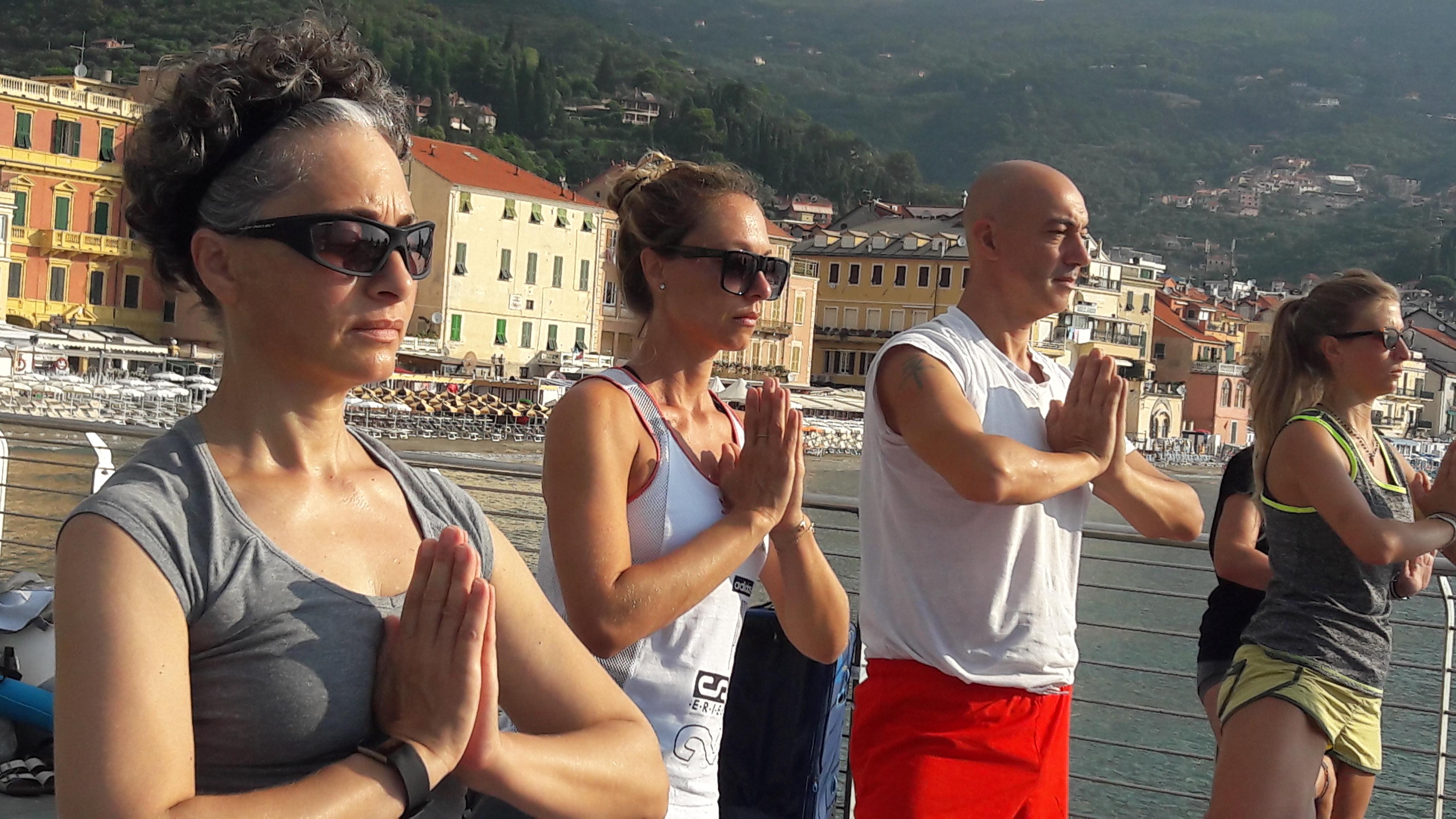 1_essere-free-yoga-gratuito-benessere-per-tutti-village-citta-alassio-estate-lucia-ragazzi-summer-town-wellness-054
