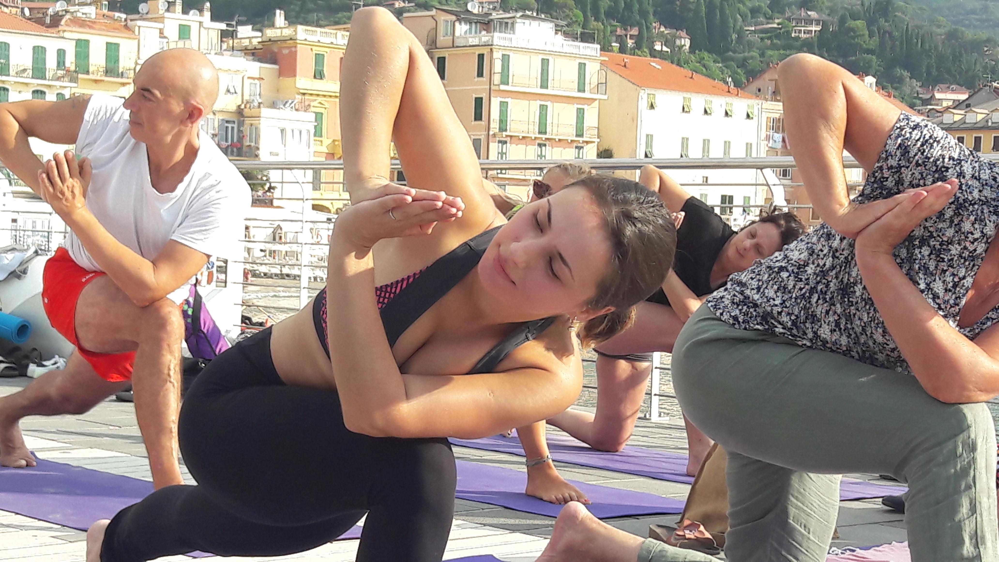 1_essere-free-yoga-gratuito-benessere-per-tutti-village-citta-alassio-estate-lucia-ragazzi-summer-town-wellness-056