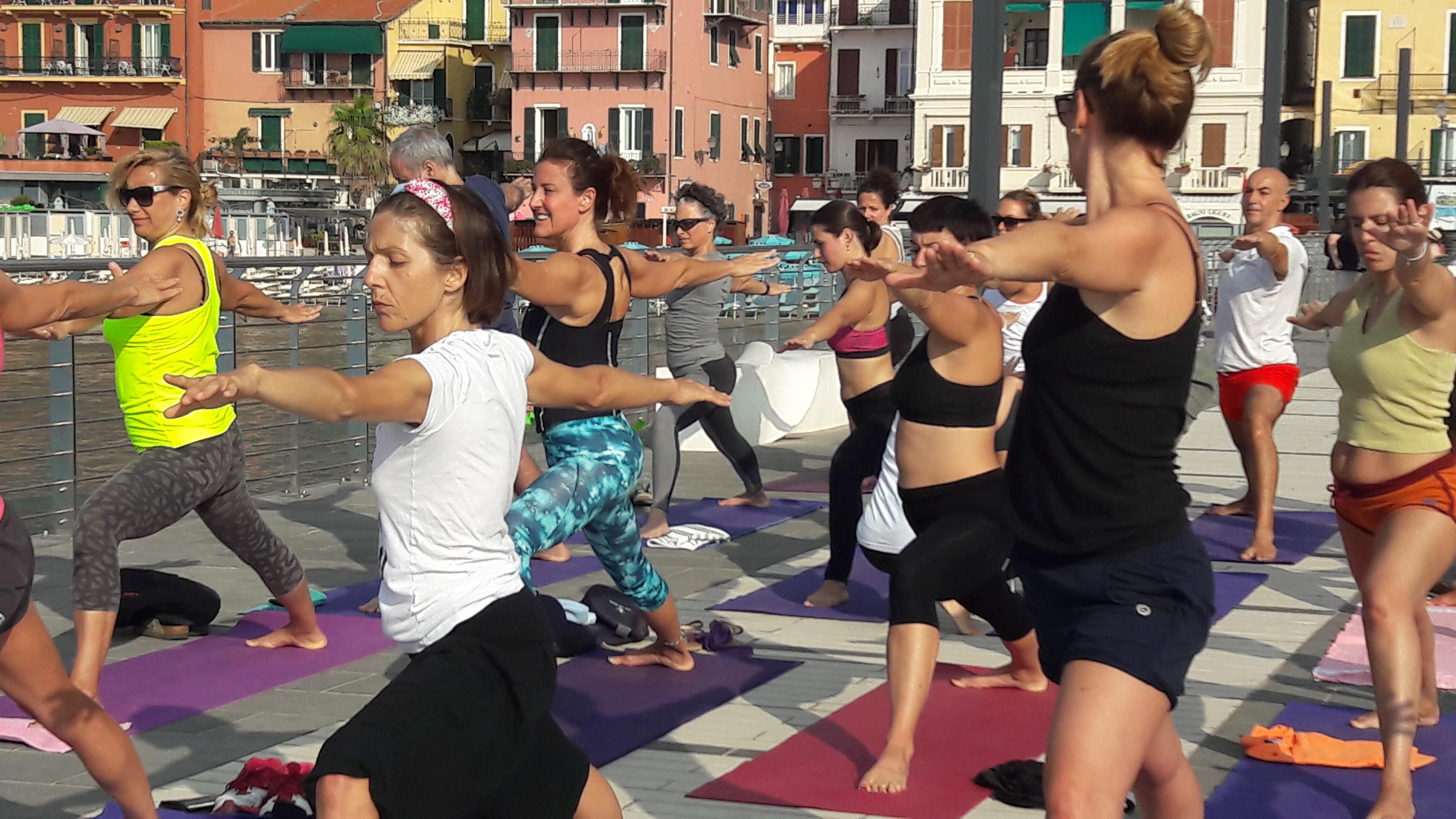 1_essere-free-yoga-gratuito-benessere-per-tutti-village-citta-alassio-estate-lucia-ragazzi-summer-town-wellness-060