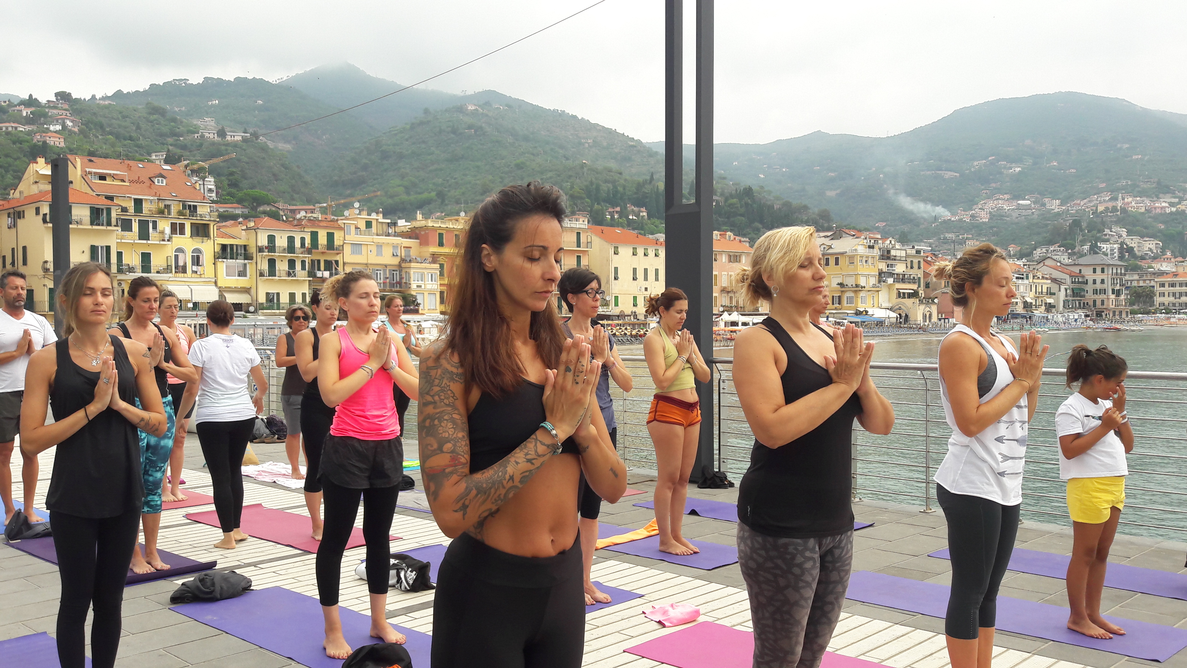 1_essere-free-yoga-gratuito-benessere-per-tutti-village-citta-alassio-estate-lucia-ragazzi-summer-town-wellness-063