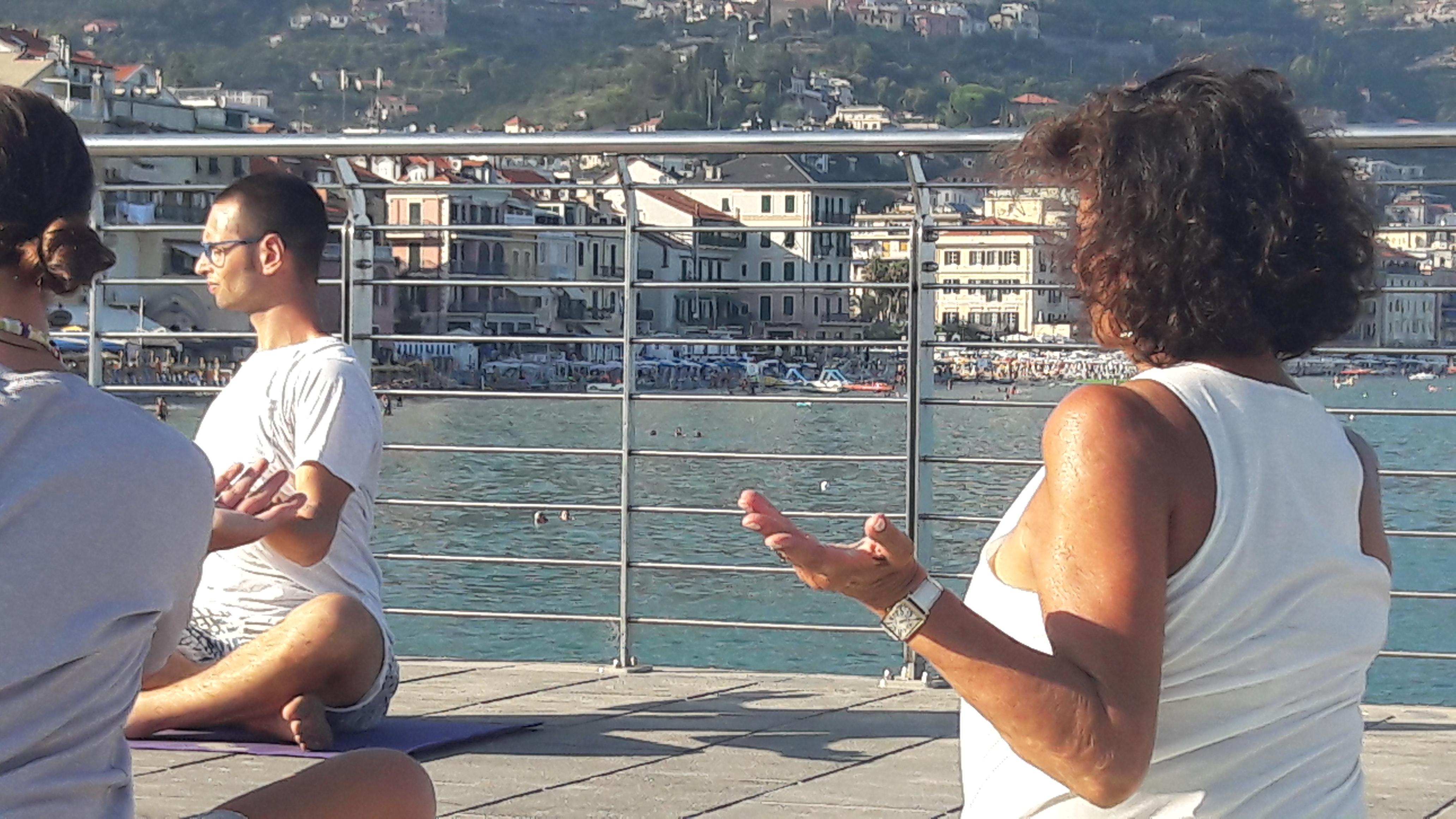 1_essere-free-yoga-gratuito-benessere-per-tutti-village-citta-alassio-estate-lucia-ragazzi-summer-town-wellness-066