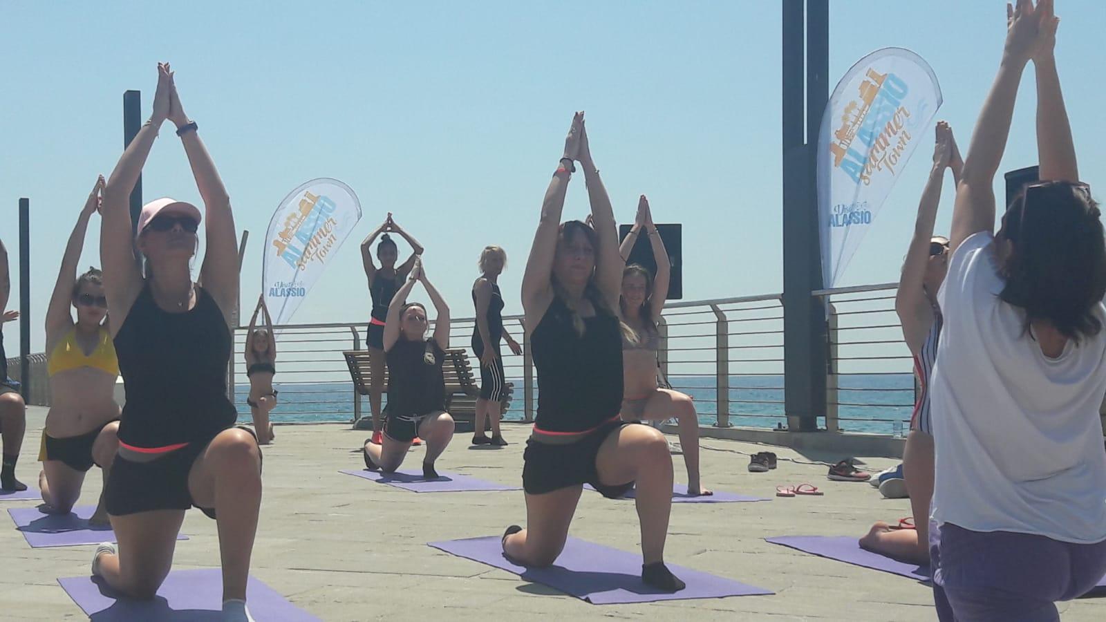 1_essere-free-yoga-gratuito-benessere-per-tutti-village-citta-alassio-estate-lucia-ragazzi-summer-town-wellness-069