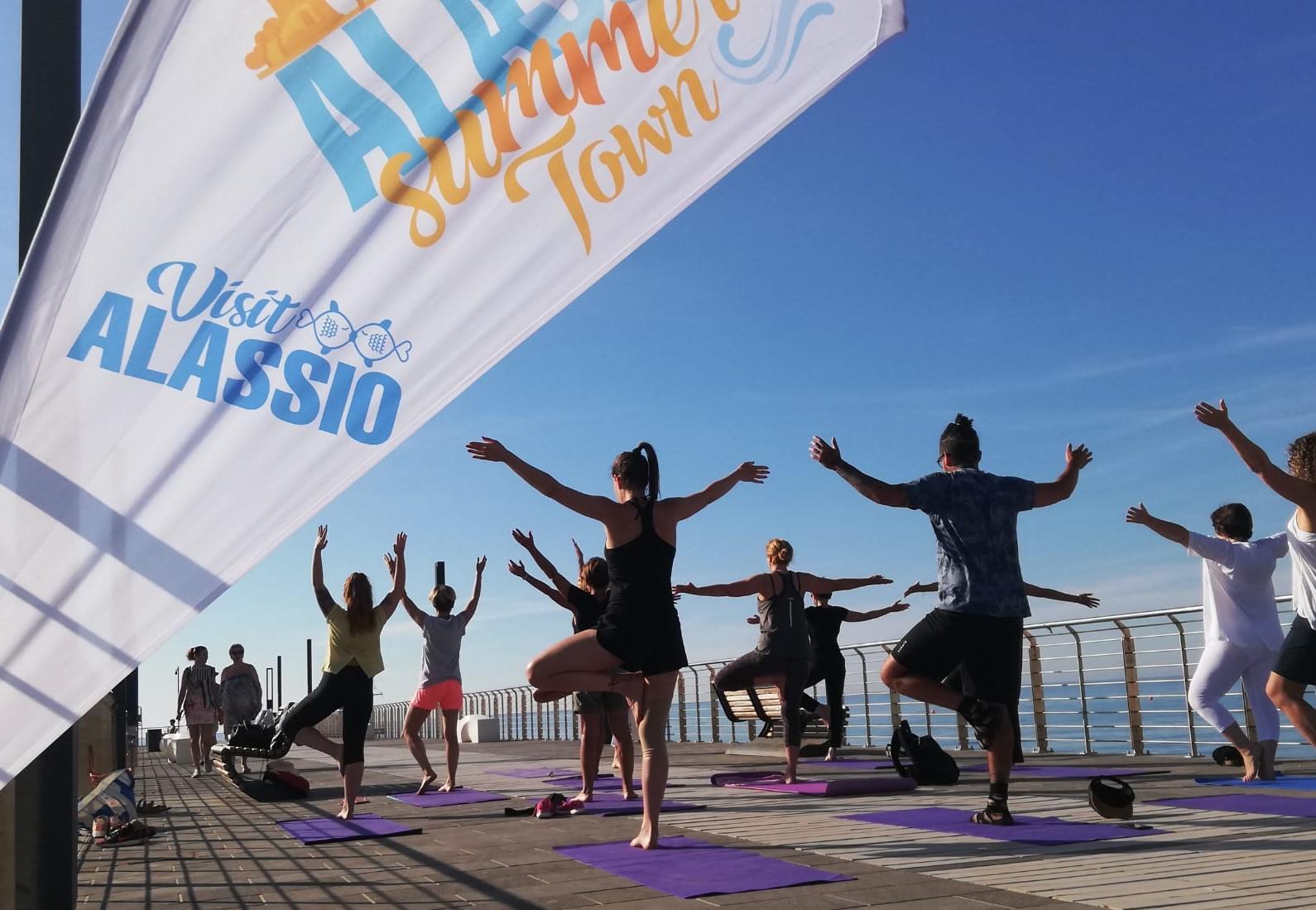 1_essere-free-yoga-gratuito-benessere-per-tutti-village-citta-alassio-estate-lucia-ragazzi-summer-town-wellness-071