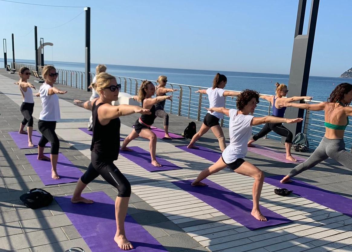 1_essere-free-yoga-gratuito-benessere-per-tutti-village-citta-alassio-estate-lucia-ragazzi-summer-town-wellness-072