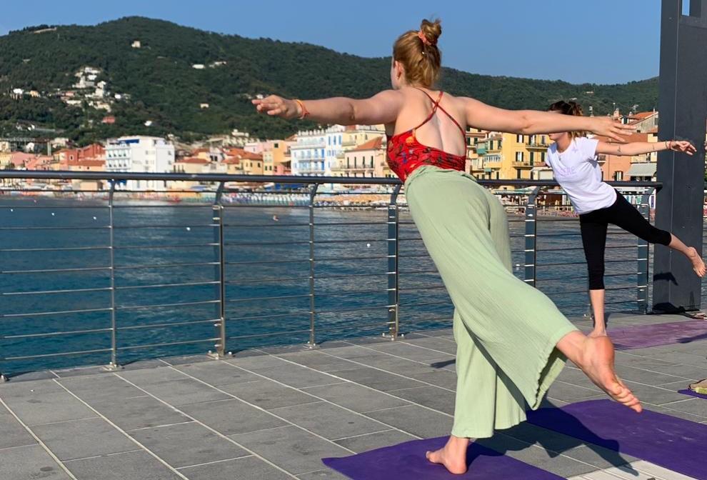 1_essere-free-yoga-gratuito-benessere-per-tutti-village-citta-alassio-estate-lucia-ragazzi-summer-town-wellness-075