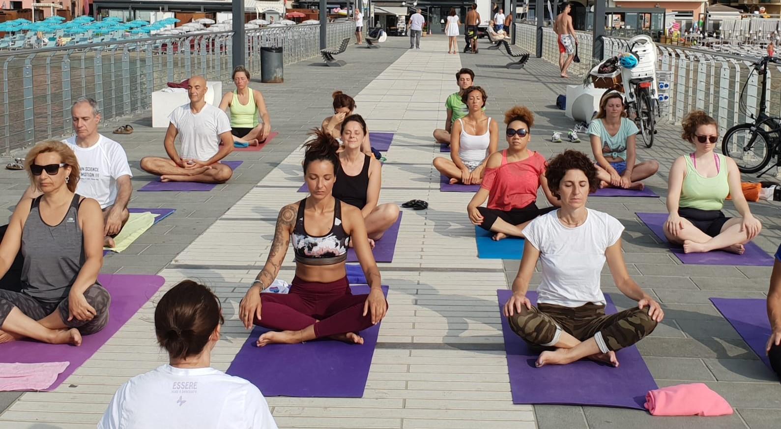 1_essere-free-yoga-gratuito-benessere-per-tutti-village-citta-alassio-estate-lucia-ragazzi-summer-town-wellness-076