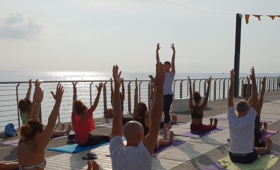 1_essere-free-yoga-gratuito-benessere-per-tutti-village-citta-alassio-estate-lucia-ragazzi-summer-town-wellness-077