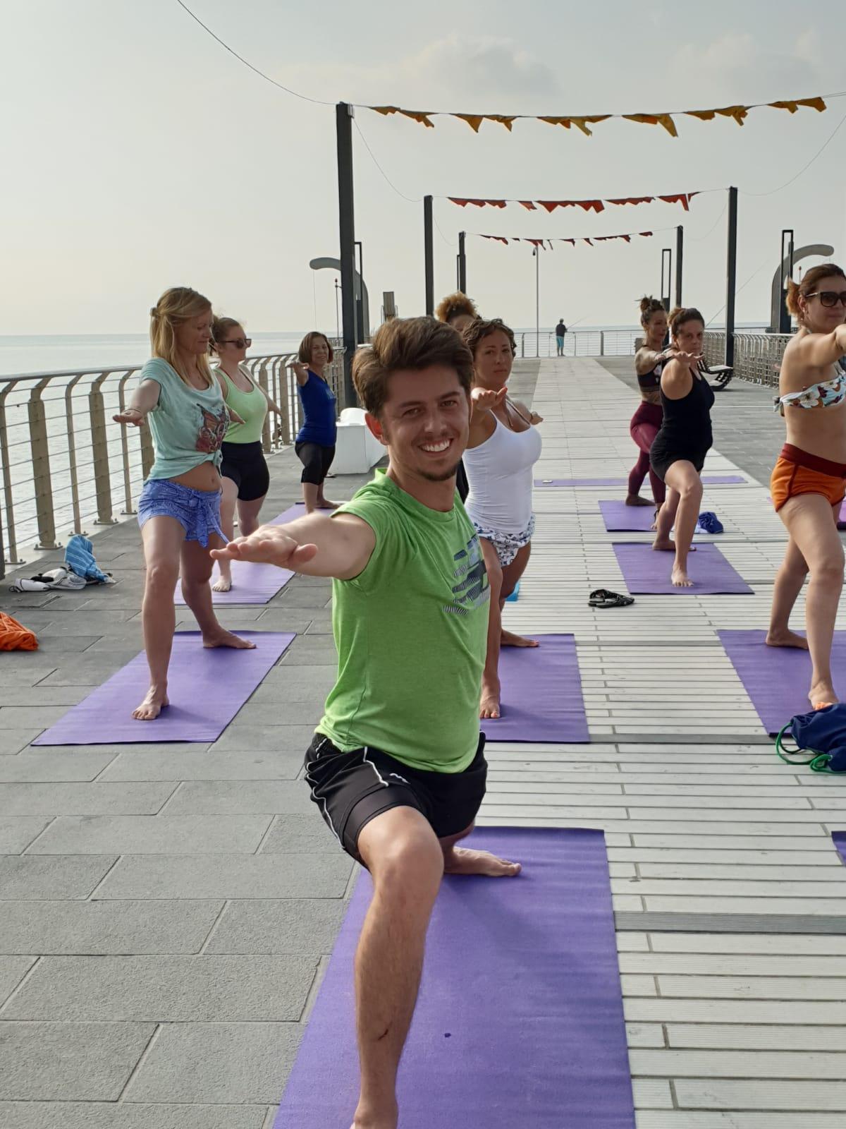 1_essere-free-yoga-gratuito-benessere-per-tutti-village-citta-alassio-estate-lucia-ragazzi-summer-town-wellness-079