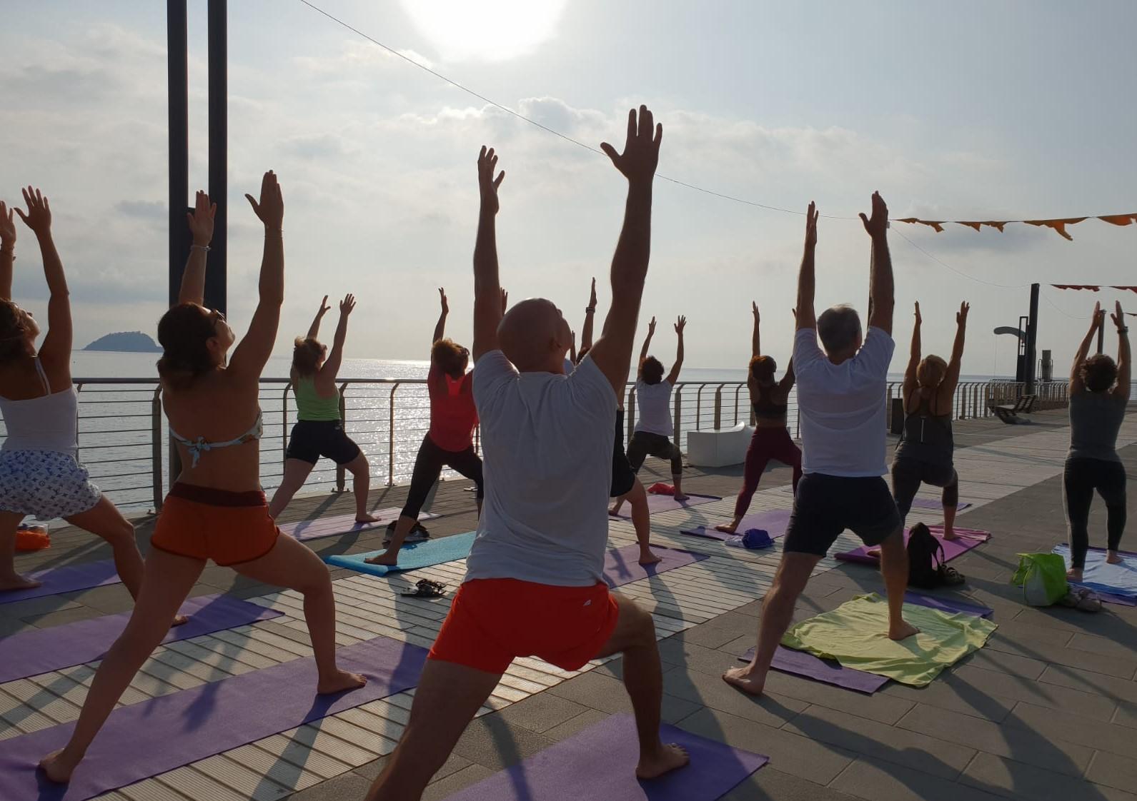1_essere-free-yoga-gratuito-benessere-per-tutti-village-citta-alassio-estate-lucia-ragazzi-summer-town-wellness-081