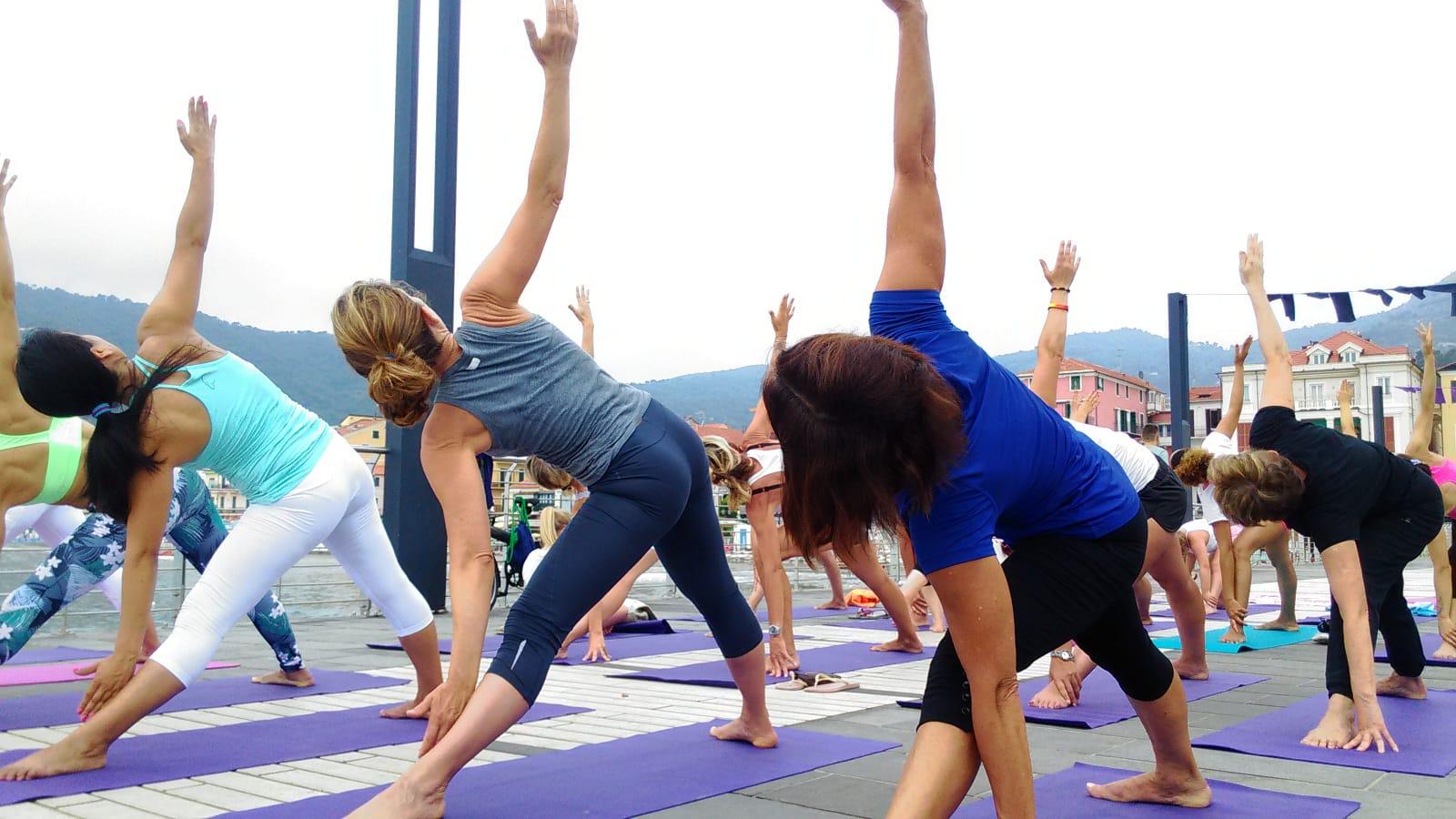 1_essere-free-yoga-gratuito-benessere-per-tutti-village-citta-alassio-estate-lucia-ragazzi-summer-town-wellness-082