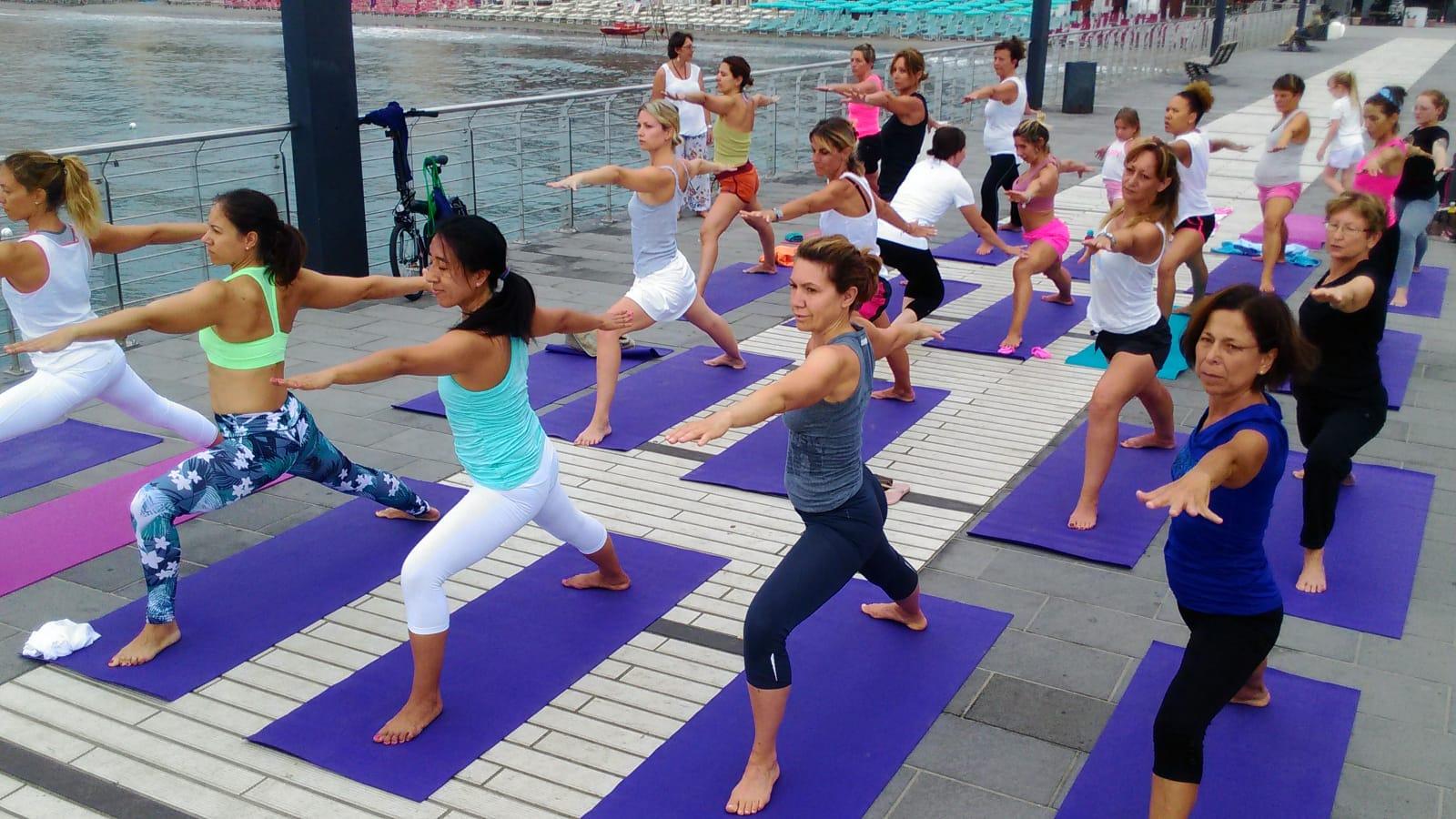 1_essere-free-yoga-gratuito-benessere-per-tutti-village-citta-alassio-estate-lucia-ragazzi-summer-town-wellness-085